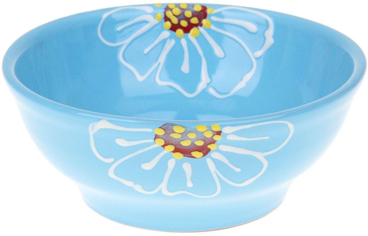 Миска Псковский гончар, цвет: синий, 800 мл1228223Из красивой посуды любое блюдо кажется вкусней! Специальная миска превратит каждый прием пищи в праздник! Вы можете налить в неё любой суп, использовать под вторые блюда. Из неё приятно кушать окрошку. Но это еще не всё! Материал: Специальный материал - красная глина - позволит ставить миску в духовку, на аэрогриль и в СВЧ-печь. Специальный обжиг повышает прочность и долговечность изделия. Безопасная глазурь облегчит процесс мытья. Любой продукт, приготовленный в ней, приобретает «эффект русской печи» - особый вкус и аромат, с сохранением полезных витаминов и минералов. Блюда надолго сохранят свою температуру благодаря пористой структуре изделия. Дизайн: Лаконичная форма и яркая расцветка будут поднимать настроение и аппетит, притягивать взгляды и вызывать желание попробовать содержимое миски от «Псковского гончара»! Устойчивое донышко предотвращает возможность опрокидывания. Выбирайте качественные вещи, которые будут радовать вас долгие годы и создадут на вашем столе...