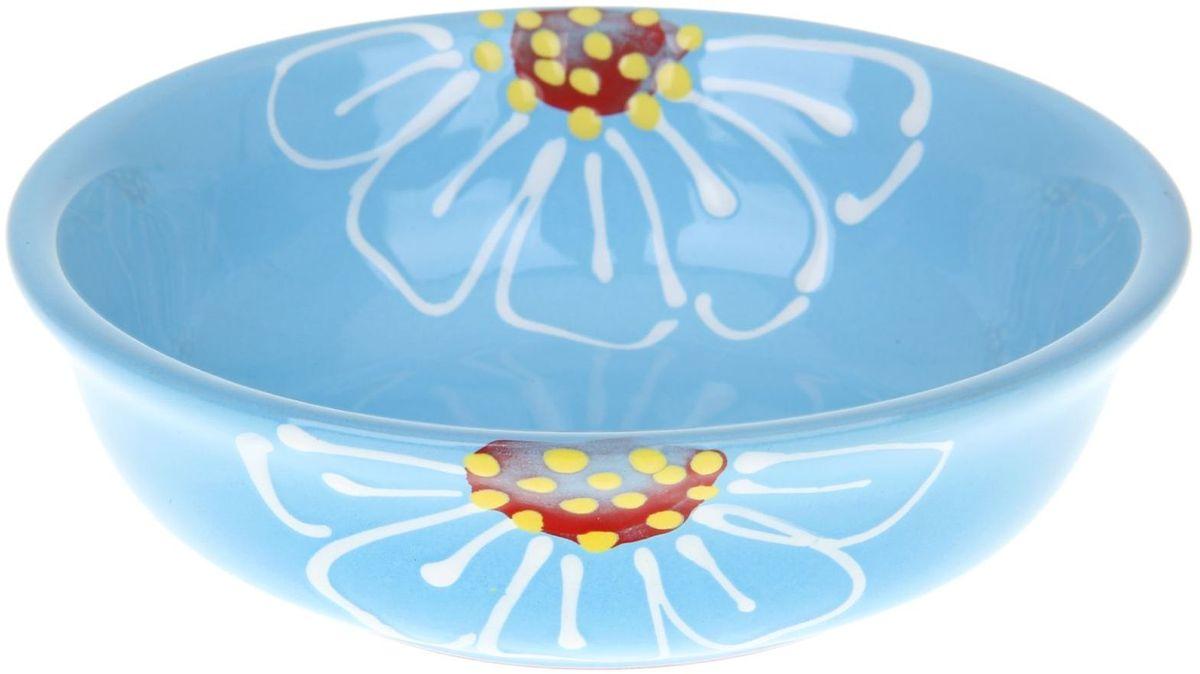 Миска Псковский гончар, цвет: синий, 400 мл1228227Из красивой посуды любое блюдо кажется вкусней! Специальная миска превратит каждый прием пищи в праздник! Вы можете налить в неё любой суп, использовать под вторые блюда. Из неё приятно кушать окрошку. Но это еще не всё! Материал: Специальный материал - красная глина - позволит ставить миску в духовку, на аэрогриль и в СВЧ-печь. Специальный обжиг повышает прочность и долговечность изделия. Безопасная глазурь облегчит процесс мытья. Любой продукт, приготовленный в ней, приобретает «эффект русской печи» - особый вкус и аромат, с сохранением полезных витаминов и минералов. Блюда надолго сохранят свою температуру благодаря пористой структуре изделия. Дизайн: Лаконичная форма и яркая расцветка будут поднимать настроение и аппетит, притягивать взгляды и вызывать желание попробовать содержимое миски от «Псковского гончара»! Устойчивое донышко предотвращает возможность опрокидывания. Выбирайте качественные вещи, которые будут радовать вас долгие годы и создадут на вашем столе...
