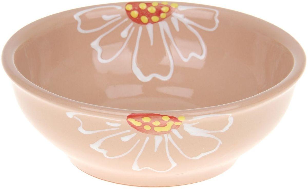 Миска Псковский гончар, цвет: бежевый, 600 мл1228228Из красивой посуды любое блюдо кажется вкусней! Специальная миска превратит каждый прием пищи в праздник! Вы можете налить в неё любой суп, использовать под вторые блюда. Из неё приятно кушать окрошку. Но это еще не всё! Материал: Специальный материал - красная глина - позволит ставить миску в духовку, на аэрогриль и в СВЧ-печь. Специальный обжиг повышает прочность и долговечность изделия. Безопасная глазурь облегчит процесс мытья. Любой продукт, приготовленный в ней, приобретает «эффект русской печи» - особый вкус и аромат, с сохранением полезных витаминов и минералов. Блюда надолго сохранят свою температуру благодаря пористой структуре изделия. Дизайн: Лаконичная форма и яркая расцветка будут поднимать настроение и аппетит, притягивать взгляды и вызывать желание попробовать содержимое миски от «Псковского гончара»! Устойчивое донышко предотвращает возможность опрокидывания. Выбирайте качественные вещи, которые будут радовать вас долгие годы и создадут на вашем столе...