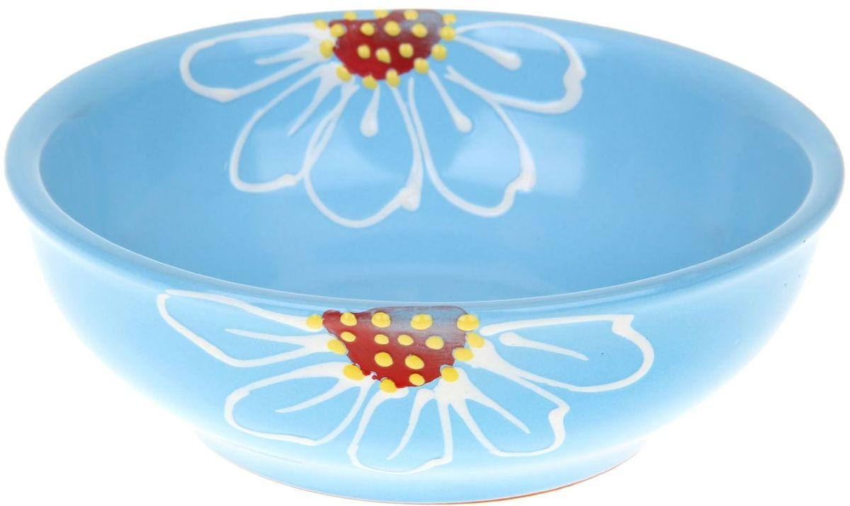 Миска Псковский гончар, цвет: синий, 600 мл1228231Из красивой посуды любое блюдо кажется вкусней! Специальная миска превратит каждый прием пищи в праздник! Вы можете налить в неё любой суп, использовать под вторые блюда. Из неё приятно кушать окрошку. Но это еще не всё! Материал: Специальный материал - красная глина - позволит ставить миску в духовку, на аэрогриль и в СВЧ-печь. Специальный обжиг повышает прочность и долговечность изделия. Безопасная глазурь облегчит процесс мытья. Любой продукт, приготовленный в ней, приобретает «эффект русской печи» - особый вкус и аромат, с сохранением полезных витаминов и минералов. Блюда надолго сохранят свою температуру благодаря пористой структуре изделия. Дизайн: Лаконичная форма и яркая расцветка будут поднимать настроение и аппетит, притягивать взгляды и вызывать желание попробовать содержимое миски от «Псковского гончара»! Устойчивое донышко предотвращает возможность опрокидывания. Выбирайте качественные вещи, которые будут радовать вас долгие годы и создадут на вашем столе...