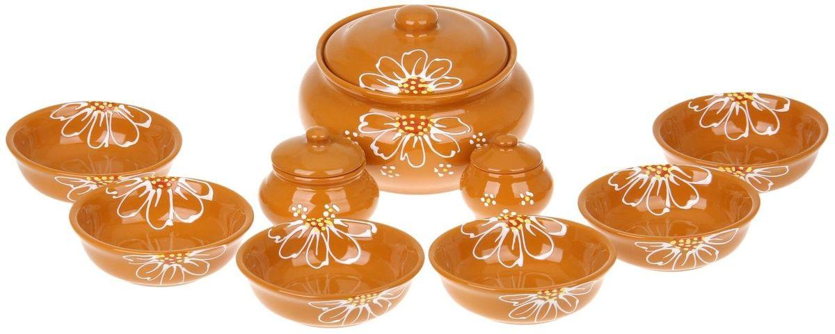 Набор посуды для пельменей Псковский гончар, цвет: желтый, 9 предметов1228237Обратите внимание, аккуратный набор Для пельменей 9 предметов: кастрюля 1шт. 2 л, соусник 2 шт. 0,23 л/ 0,15 л, миска 6 шт. 0,4 л, бежевый уже ждёт своего счастливого обладателя! Все предметы выполнены из керамики, что придает любому приготовленному в них блюду особенный вкус. Покрытие – пищевая глазурь, которая безопасна в использовании, не имеет трещин и зазоров. Двойной обжиг служит гарантом надёжности и долговечности изделия. Пельменница имеет удобную крышку, которая предотвратит разбрызгивание и попадание посторонних продуктов в пищу, и большой объём 2 литра. Шесть мисок по 400 мл способны накормить даже самых голодных членов семьи. В комплект входит два соусника по 230 мл. Приятная расцветка и аккуратный рисунок будут радовать глаз при каждом использовании. Благодаря структуре глины любое блюдо, приготовленное при помощи посуды от «Псковского гончара», будет максимально вкусным и сохранит все свои полезные качества.