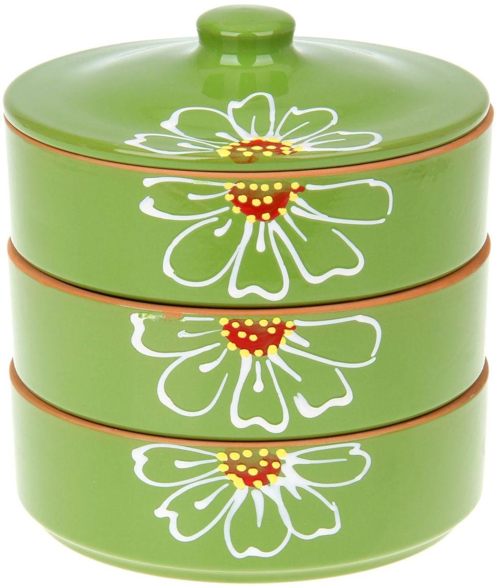 Набор блюд для холодца Псковский гончар Цветок, цвет: зеленый, 4 предмета1228239Набор для холодца Цветок 3 шт. (d=17,5 см, h=5,7 см) зелёный 0,7 л будет вашим универсальным помощником! Он удобен не только для хранения холодца, но и для салатов, а также различных закусок. Набор предотвращает заветривание и сохраняет привлекательный внешний вид блюда. Вы сможете готовить непосредственно в нём: специальная керамика подходит для использования в микроволновой печи, в духовом шкафу, русской печи или на гриле. Утолщённые стенки дольше сохраняют тепло, поэтому можно не волноваться, что блюдо быстро остынет. Благодаря специальной конструкции предметы из набора можно устойчиво размещать друг на друге, что значительно сэкономит место в шкафу или холодильнике. Приятная расцветка и аккуратный рисунок будут радовать глаз при каждом использовании. Благодаря структуре глины любое блюдо, приготовленное при помощи посуды от «Псковского гончара», будет максимально вкусным и сохранит все свои полезные качества.