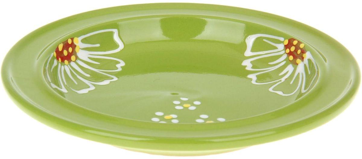 Тарелка Псковский гончар Орнамент, цвет: зеленый, диаметр 20 см1228249Из красивой посуды любое блюдо кажется вкусней! Специальная тарелка d=20 см Орнамент , цвет зеленый превратит каждый прием пищи в праздник! Вы можете разложить закуски, использовать её под вторые блюда. Из такой посуды приятно кушать тортики. Но это еще не всё! Материал: Специальный материал — красная глина — позволит ставить миску в духовку, на аэрогриль и в СВЧ-печь. Специальный обжиг повышает прочность и долговечность изделия. Безопасная глазурь облегчит процесс мытья. Блюда на нашей миске надолго сохранят свою температуру благодаря пористой структуре изделия. Дизайн: Лаконичная форма и яркая расцветка будут поднимать настроение и аппетит, притягивать взгляды и вызывать желание попробовать содержимое тарелки от «Псковского гончара»! Устойчивое донышко предотвращает возможность опрокидывания. Выбирайте качественные вещи, которые будут радовать вас долгие годы и создадут на вашем столе неповторимую атмосферу уюта и тепла!