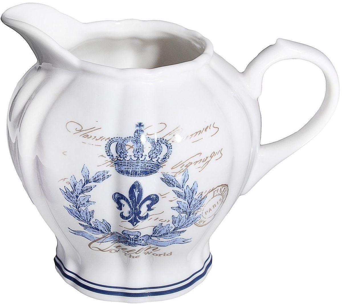 Молочник Lamart Гжель, 200 мл133203Молоко, налитое из такого молочника, наверняка покажется еще вкуснее и ароматнее. Уникальный столовый предмет итальянской фабрики Lamart, изготовленный из ценного костяного фарфора, отличается превосходным качеством и необычным дизайном. Изящный и небольшой, с изысканным сине-голубым рисунком, этот молочник наверняка станет незаменимым предметом посуды на вашем столе. Вы можете заказать его на сайте нашего интернет-магазина прямо сейчас.