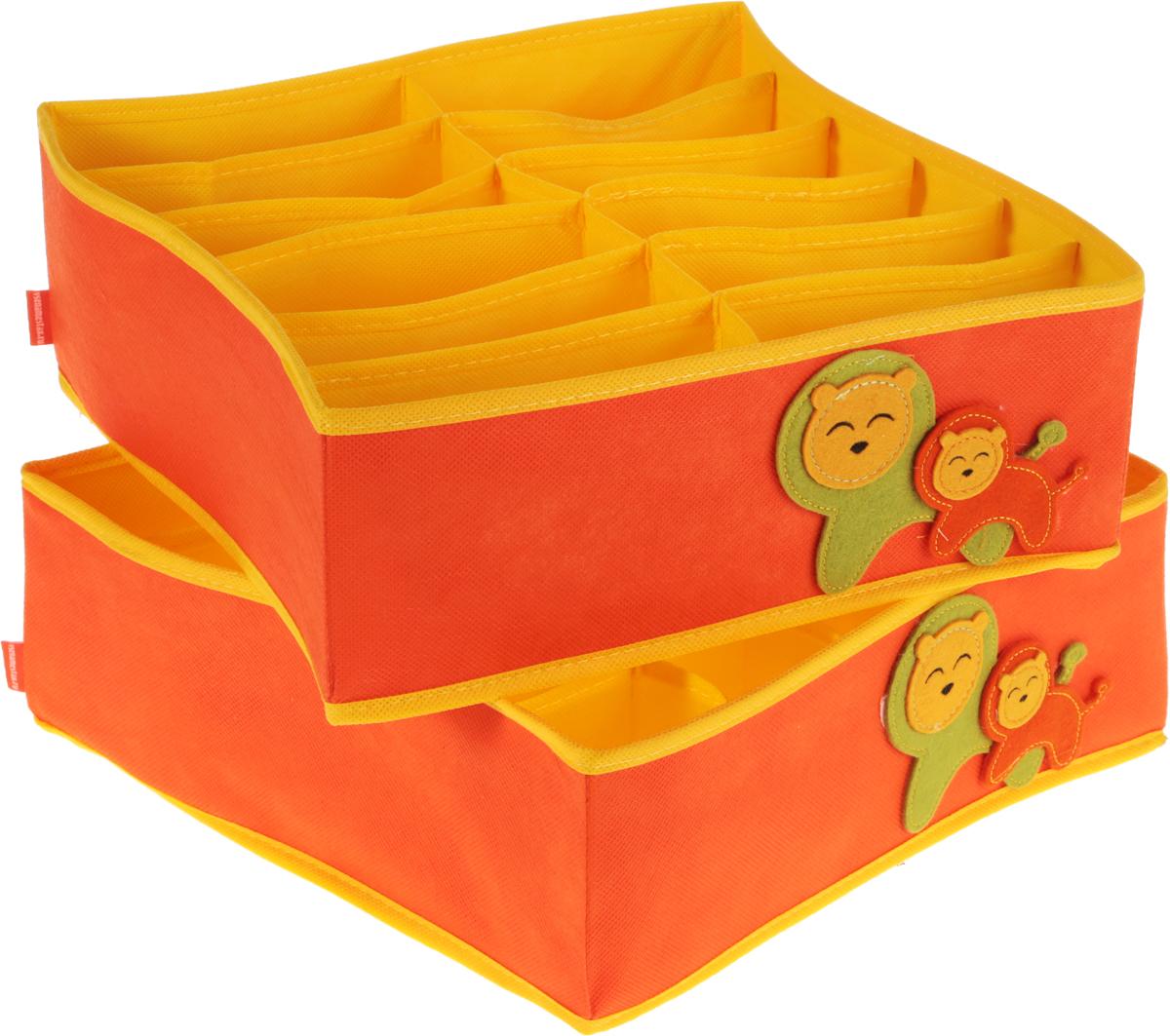 Набор органайзеров для детского белья Все на местах Sunny Jungle, цвет: желтый, оранжевый, 2 шт1071029.Набор органайзеров для детского белья Все на местах Sunny Jungle выполнен из спанбонда и ПВХ, дополнен фетровыми аппликациями. В набор входят два органайзера - в первом есть 20 ячеек для мелких вещей (трусиков, колгот, носочков) и одно широкое отделение. Второй органайзер служит для хранения водолазок, теплых колгот, футболок, в нем 12 отделений. Размеры набора позволяют разместить его в любом комоде или на полках в шкафу. Стенки органайзеров укреплены пластиком. В дно вшиты молнии, поэтому их можно быстро сложить, если необходимость в них отпадет. Размеры: органайзер № 1 - 32 х32 х 12 см, 12 продольных ячеек размером 16 х 5,3 см; органайзер № 2: 32 х32 х 12,1 см, продольная ячейка 32 х 6,4 см; 20 квадратных ячеек размером 6,4 х 6,4 см.