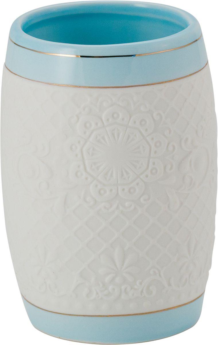 Стакан для ванной Swensa Романс, цвет: бело-голубойSWTK-2800CСтакан из коллекции Романс — необходимый элемент ванной комнаты, предназначенный для хранения зубных щеток. Емкость вытянутой овальной формы изготовлена из белой керамики. Золотые полосы, ритмично чередующиеся с кружевными участками керамической поверхности, выступают в качестве эффектного украшения стакана. Изделие великолепно выглядит в комплекте с иными аксессуарами из этой же коллекции.