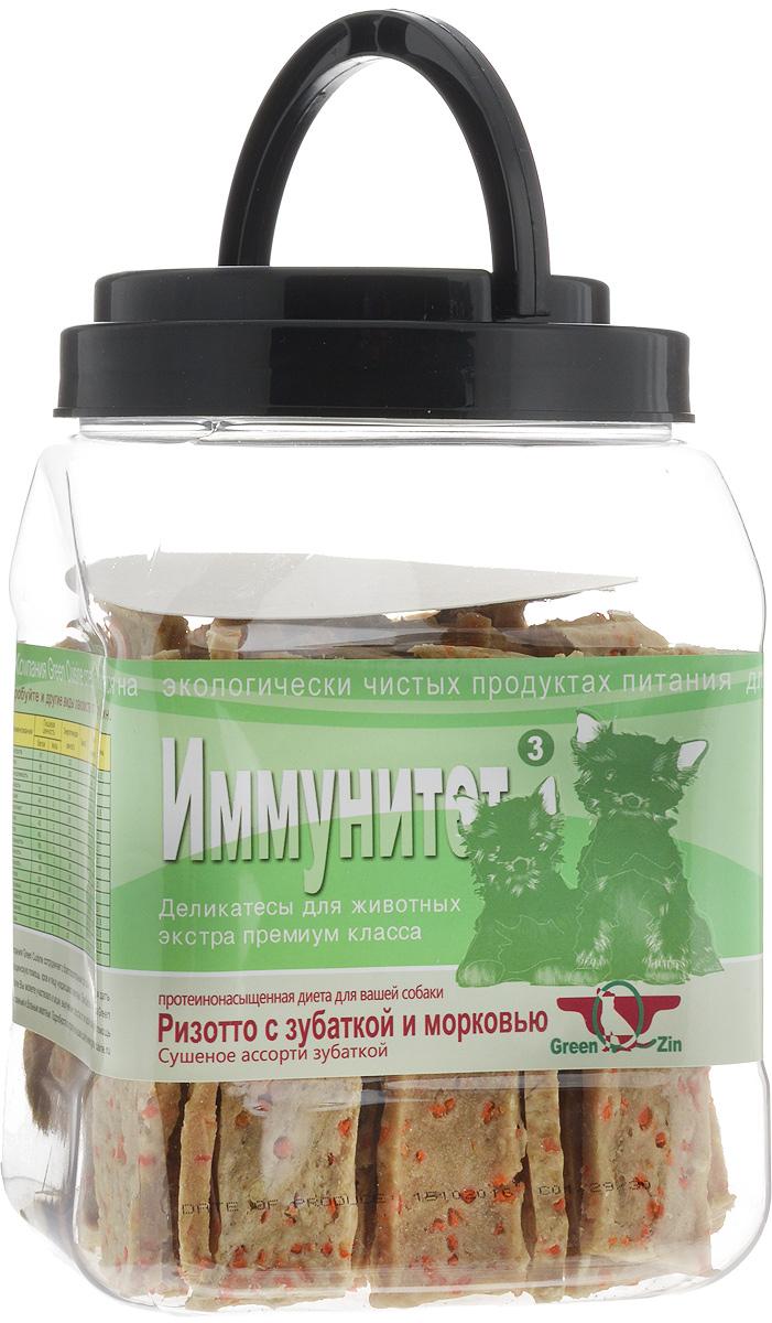 Лакомство для собак GreenQZin Иммунитет, сушеное мясо зубатки и морковь, 750 г3FCr750tЛакомство для собак GreenQZin Иммунитет - это полезное и вкусное лакомство, которое изготовлено из моркови и морской рыбы зубатки. Морковь ценна высоким содержанием каротина, который при переваривании превращается в витамин А. Также корнеплод богат витаминами С, В, D, Е, полезными минералами и микроэлементами (калий, фосфор, железо, марганец). После тепловой обработки содержание в моркови антиоксидантов увеличивается в разы, поэтому употребление данного продукта в пищу замедляет процесс старения организма собаки. Филе зубатки богато витаминами А, D, B1, B6, B12, E, PP, содержит никотиновую и пантотеновую кислоты, жирные кислоты омега-3, натрий, калий, йод, цинк, кальций, фосфор, хром, кобальт, магний, комплекс аминокислот: лизин, аспарагиновую и глютаминовую кислоты. Мясо этой рыбы обладает целебными и профилактическими свойствами, омолаживает и очищает кровеносную систему. Сбалансированный аминокислотный комплекс помогает поддерживать остроту зрения и придает шерсти...