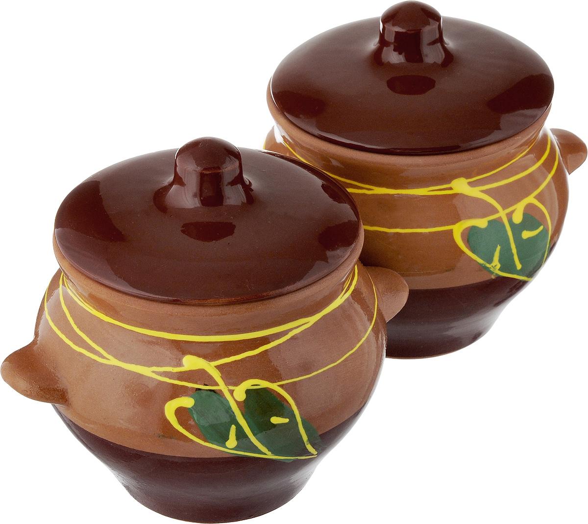 Набор горшочков для запекания Борисовская керамика Стандарт, с крышками, цвет: коричневый, темно-коричневый, зеленый, 500 мл, 2 штОБЧ00000006_коричневый, темно-коричневый, зеленый листокНабор Борисовская керамика Стандарт состоит из 2 горшочков для запекания с крышками. Каждый предмет набора выполнен из высококачественной керамики. Уникальные свойства красной глины и толстые стенки изделия обеспечивают эффект русской печи при приготовлении блюд. Блюда, приготовленные в керамическом горшке, получаются нежными и сочными. Вы сможете приготовить мясо, сделать томленые овощи и все это без капли масла. Это один из самых здоровых способов готовки. Можно использовать в духовке и микроволновой печи. Диаметр горшка (по верхнему краю): 9,5 см. Высота стенок: 9,6 см. Объем: 500 мл.