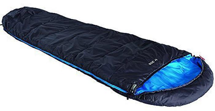 Спальный мешок High Peak TR 300, цвет: антрацит, синий, 230 х 85 х 55 см, правосторонняя молния. 2301323013Спальник, увеличенный ширины и длины для походов вплоть до начала заморозков. Спальник имеет полноценный капюшон с затяжкой для защиты головы и груди. В верхней части, молния фиксируется клапаном на липучке Velcro. На молнии 2 бегунка, которые позволяют расстегнуть спальник со стороны ног и сделать вентиляционное окно. Спальники, имеющие левую и правую молнию, можно состегивать, чтобы получить большой спальник на двух человек. Спальник утеплен высокоэффективным полым волокном DuraLoft с силиконовым покрытием волокон. Плотность утеплителя равна 300 грамм на кв. метр в два независимых слоя с перекрытием холодных швов, каждый слой плотностью 150 грамм на кв. м. В комплекте со спальником идет транспортировочный чехол объемом19,6 л. Внешняя ткань Полиэстер (Polyester) 185T Внутренняя ткань Полиэстер (Polyester) 185T Утеплитель Dura Loft 300 (2х150) г/м2