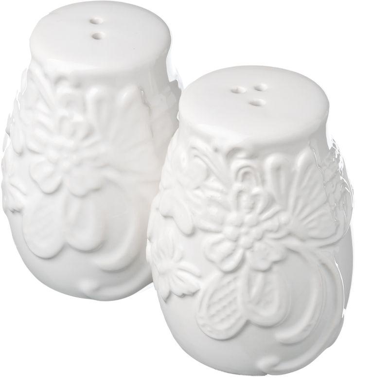 Набор для соли и перца Бабочка, 2 предмета824789Набор Бабочка состоит из солонки и перечницы, выполненных из высококачественной керамики белого цвета. Изделия оформлены рельефным рисунком в виде узоров, бабочек и цветов. Дизайн, эстетичность и функциональность набора Бабочка позволят ему стать достойным дополнением к кухонному интерьеру.