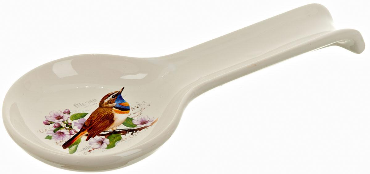 Подставка под ложку Polystar Birds, длина 28 смL0280043Подставка под ложку Birds изготовлена из высококачественной керамики. Данное изделие оригинальной формы и декорирована изображением птицы. Подставка предназначена для поддержания чистоты на кухонном столе при приготовлении пищи. Поставьте ее рядом с плитой, и кладите на подставку ложку, половник или лопатку, которыми вы помешиваете блюда.