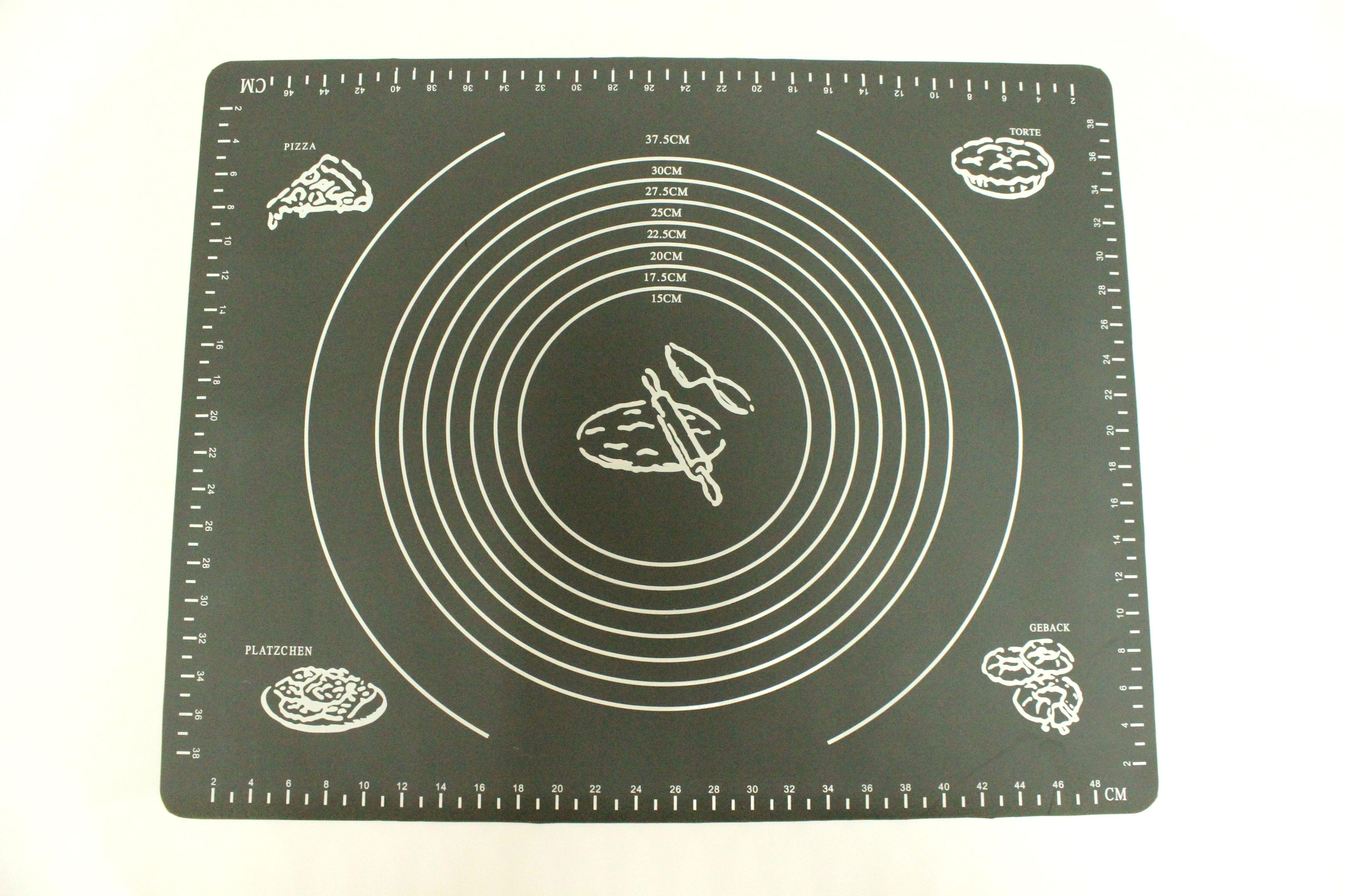 Коврик для выпечки Domodin, цвет: черный, 40 х 50 смSL4020-2Коврик для выпечки изготовлен из силикона, поэтому легко гнется и выдерживает температуру до +230 °С. Предназначен для гигиеничного приготовления любой выпечки из теста. Коврик оснащен мерной шкалой по краям (48 см х 38 см) и круглым шаблоном для теста (диаметр 15-37,5 см). Раскатывая тесто на таком коврике, вы всегда сможете придать ему нужный размер. Кроме того, тесто не прилипает. Коврик очень удобный и облегчит приготовление теста.