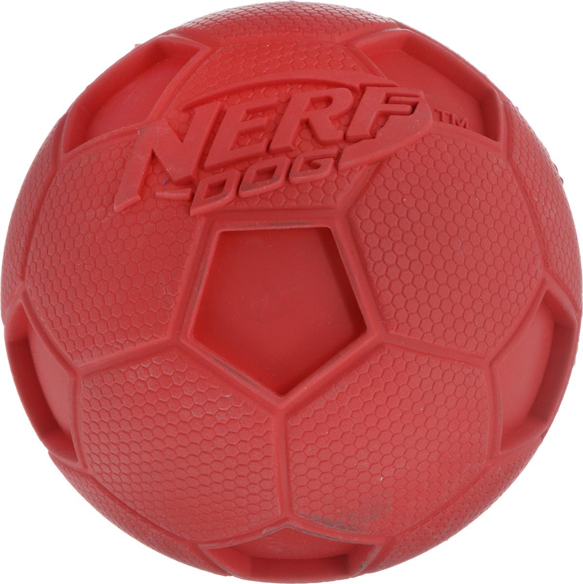 Игрушка для собак Nerf Мяч футбольный, с пищалкой, диаметр 10 см22200_красныйИгрушка для собак Nerf Мяч футбольный выполнена из резины в форме футбольного мяча. Игрушка оснащена пищалкой, что вызовет дополнительный интерес вашего питомца. Такая игрушка порадует вашего любимца, а вам доставит массу приятных эмоций, ведь наблюдать за игрой всегда интересно и приятно. Диаметр игрушки: 10 см.