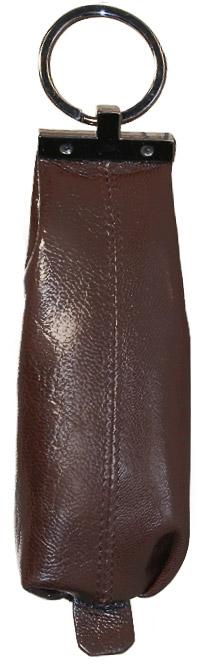 Ключница Malgrado, цвет: коричневый. 52017-5402D52017-5402DКомпактная ключница Malgrado изготовлена из натуральной кожи и имеет одно отделение на молнии. Внутри находится металлическая цепочка с кольцом для ключей. Снаружи - металлическое кольцо для возможности крепления к поясу или сумке. Ключница упакована в коробку из плотного картона с логотипом фирмы. Этот аксессуар станет замечательным подарком человеку, ценящему качественные и практичные вещи. Характеристики: Материал: натуральная кожа, металл, текстиль. Размер ключницы: 13,5 см x 4,5 см х 1,5 см. Цвет: коричневый. Размер упаковки: 13,5 см x 10 см x 3,5 см. Артикул: 52017-5402D.