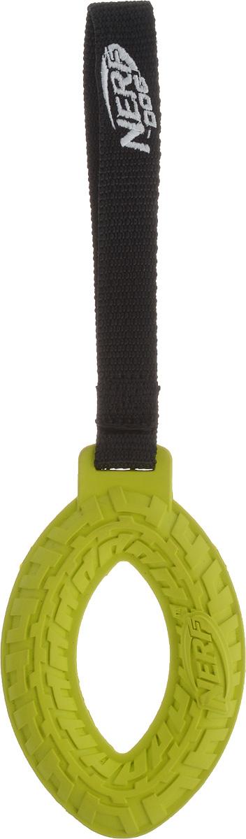 Игрушка для собак Nerf Шина, с веревкой, цвет: салатовый, черный, 27,5 см22514_салатовыйИгрушка для собак Nerf Шина изготовлена из сверхпрочной резины с текстильной ручкой в виде петли. Высококачественные прочные материалы, из которых изготовлена игрушка, обеспечивают долговечность использования. Подходит для собак с самой мощной челюстью. Оптимальна для перетягивания, подходит для игры двух собак. Размеры резинового элемента: 13 х 8 х 2 см. Длина ручки: 14,5 см.