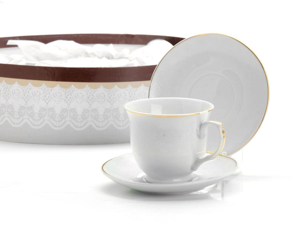 Чайный сервиз Loraine, 220 мл, подарочная упаковка. 2641526415Чайный набор Loraine на 6 персон, изготовленный из высококачественного костяного фарфора изысканного белого цвета, состоит из 6 чашек и 6 блюдец. Изделия набора украшены тонкой золотой каймой и имеют красивый и нежный дизайн. Набор придется по вкусу и ценителям классики, и тем, кто предпочитает утонченность и изысканность. Он настроит на позитивный лад и подарит хорошее настроение с самого утра. Набор упакован в подарочную упаковку. Такой чайный набор станет прекрасным украшением стола, а процесс чаепития превратится в одно удовольствие! Это замечательный выбор для подарка родным и друзьям!