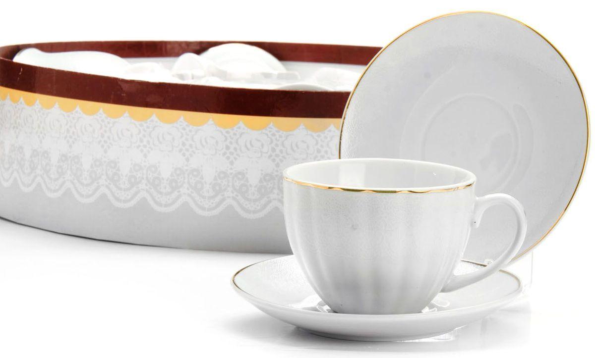 Чайный сервиз Loraine, 220 мл, подарочная упаковка. 2641726417Чайный набор Loraine на 6 персон, изготовленный из высококачественного костяного фарфора изысканного белого цвета, состоит из 6 чашек и 6 блюдец. Изделия набора украшены тонкой золотой каймой и имеют красивый и нежный дизайн. Набор придется по вкусу и ценителям классики, и тем, кто предпочитает утонченность и изысканность. Он настроит на позитивный лад и подарит хорошее настроение с самого утра. Набор упакован в подарочную упаковку. Такой чайный набор станет прекрасным украшением стола, а процесс чаепития превратится в одно удовольствие! Это замечательный выбор для подарка родным и друзьям!
