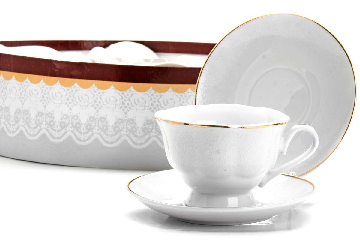 Чайный сервиз Loraine, 220 мл, подарочная упаковка. 2641826418Чайный набор Loraine на 6 персон, изготовленный из высококачественного костяного фарфора изысканного белого цвета, состоит из 6 чашек и 6 блюдец. Изделия набора украшены тонкой золотой каймой и имеют красивый и нежный дизайн. Набор придется по вкусу и ценителям классики, и тем, кто предпочитает утонченность и изысканность. Он настроит на позитивный лад и подарит хорошее настроение с самого утра. Набор упакован в подарочную упаковку. Такой чайный набор станет прекрасным украшением стола, а процесс чаепития превратится в одно удовольствие! Это замечательный выбор для подарка родным и друзьям!
