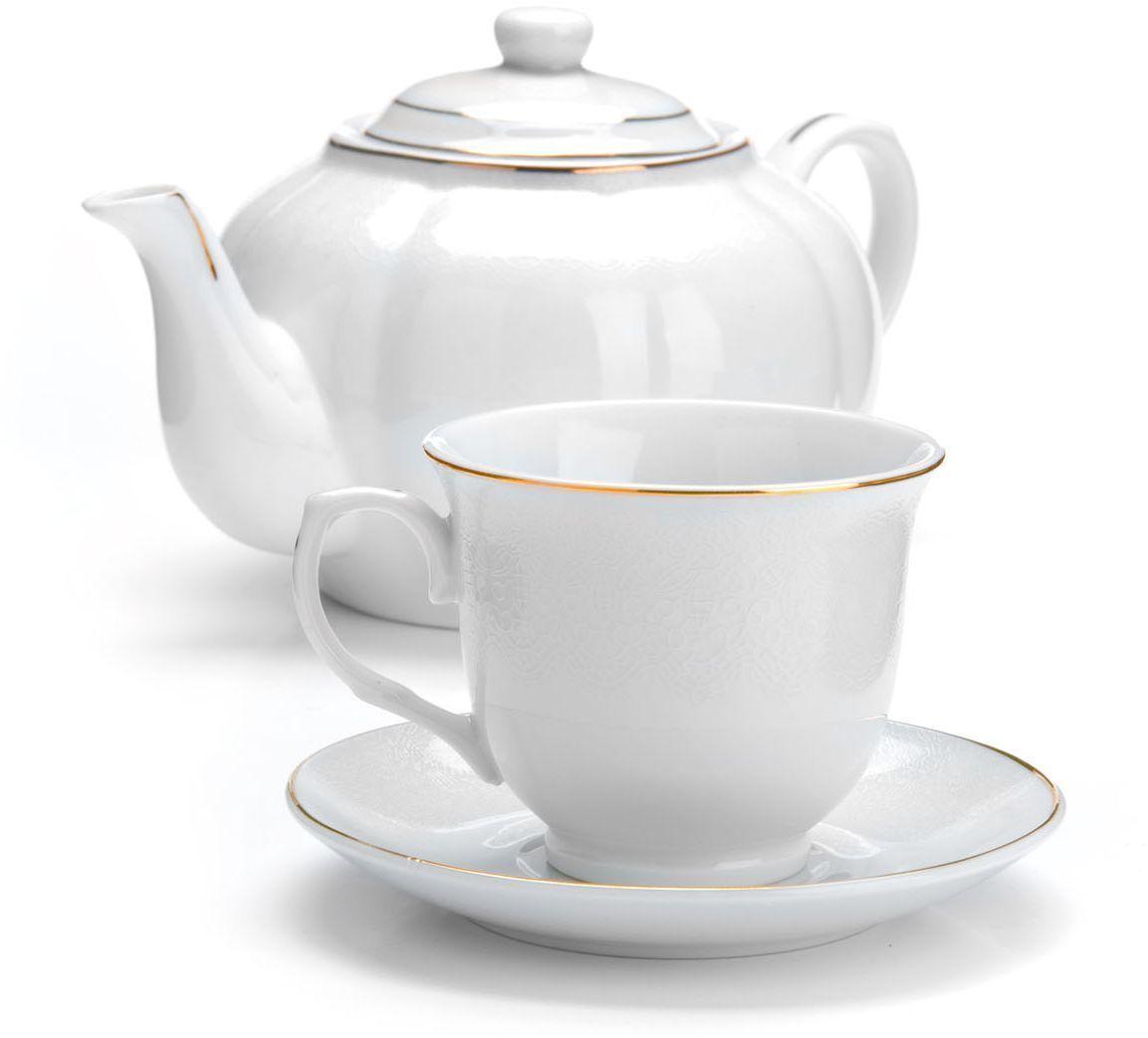 Чайный сервиз Loraine, 13 предметов (220 мл + чайник 1 л). 2641926419Чайный набор Loraine на 6 персон, изготовленный из высококачественной керамики изысканного белого цвета, состоит из 6 чашек, 6 блюдец и 1-го чайника. Изделия набора украшены тонкой золотой каймой и имеют красивый и нежный дизайн. Набор придется по вкусу и ценителям классики, и тем, кто предпочитает утонченность и изысканность. Он настроит на позитивный лад и подарит хорошее настроение с самого утра. Набор упакован в подарочную упаковку. Такой чайный набор станет прекрасным украшением стола, а процесс чаепития превратится в одно удовольствие! Это замечательный выбор для подарка родным и друзьям!