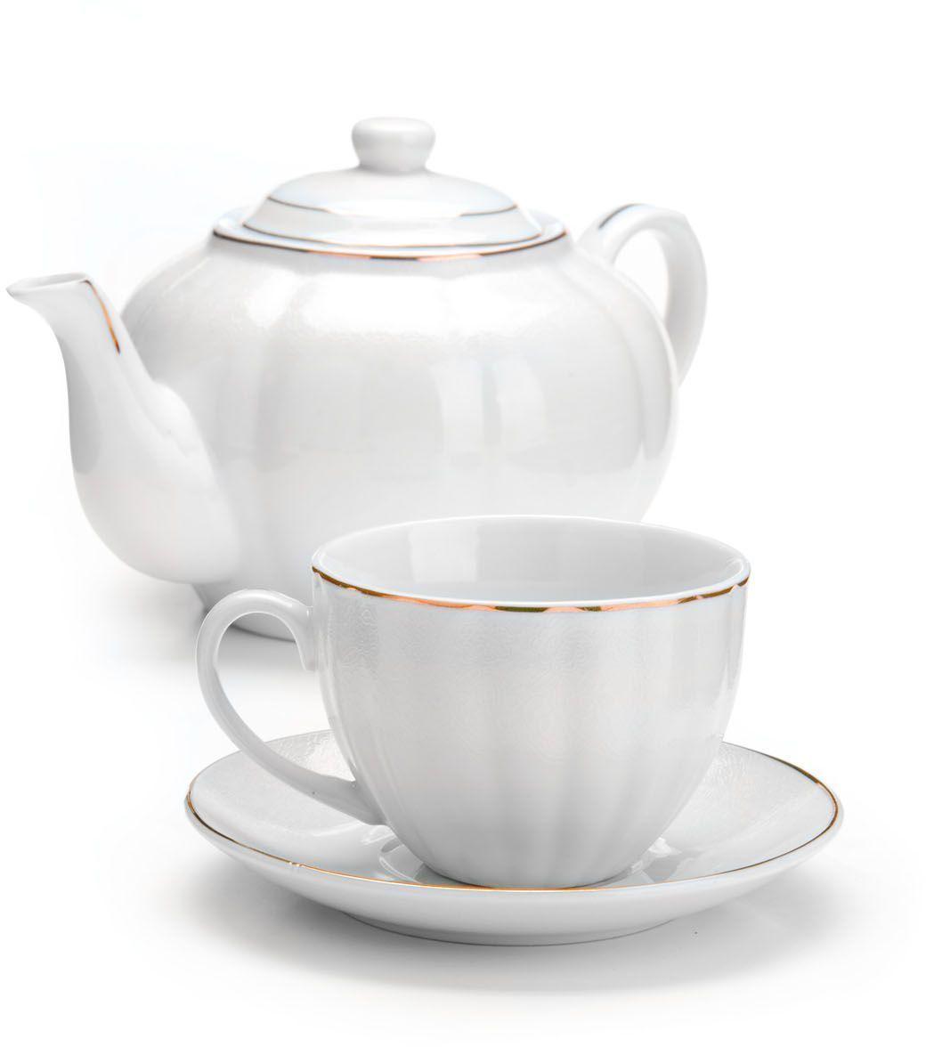 Чайный сервиз Loraine, 13 предметов (220 мл + чайник 1 л). 2642126421Чайный набор Loraine на 6 персон, изготовленный из высококачественной керамики изысканного белого цвета, состоит из 6 чашек, 6 блюдец и 1-го чайника. Изделия набора украшены тонкой золотой каймой и имеют красивый и нежный дизайн. Набор придется по вкусу и ценителям классики, и тем, кто предпочитает утонченность и изысканность. Он настроит на позитивный лад и подарит хорошее настроение с самого утра. Набор упакован в подарочную упаковку. Такой чайный набор станет прекрасным украшением стола, а процесс чаепития превратится в одно удовольствие! Это замечательный выбор для подарка родным и друзьям!