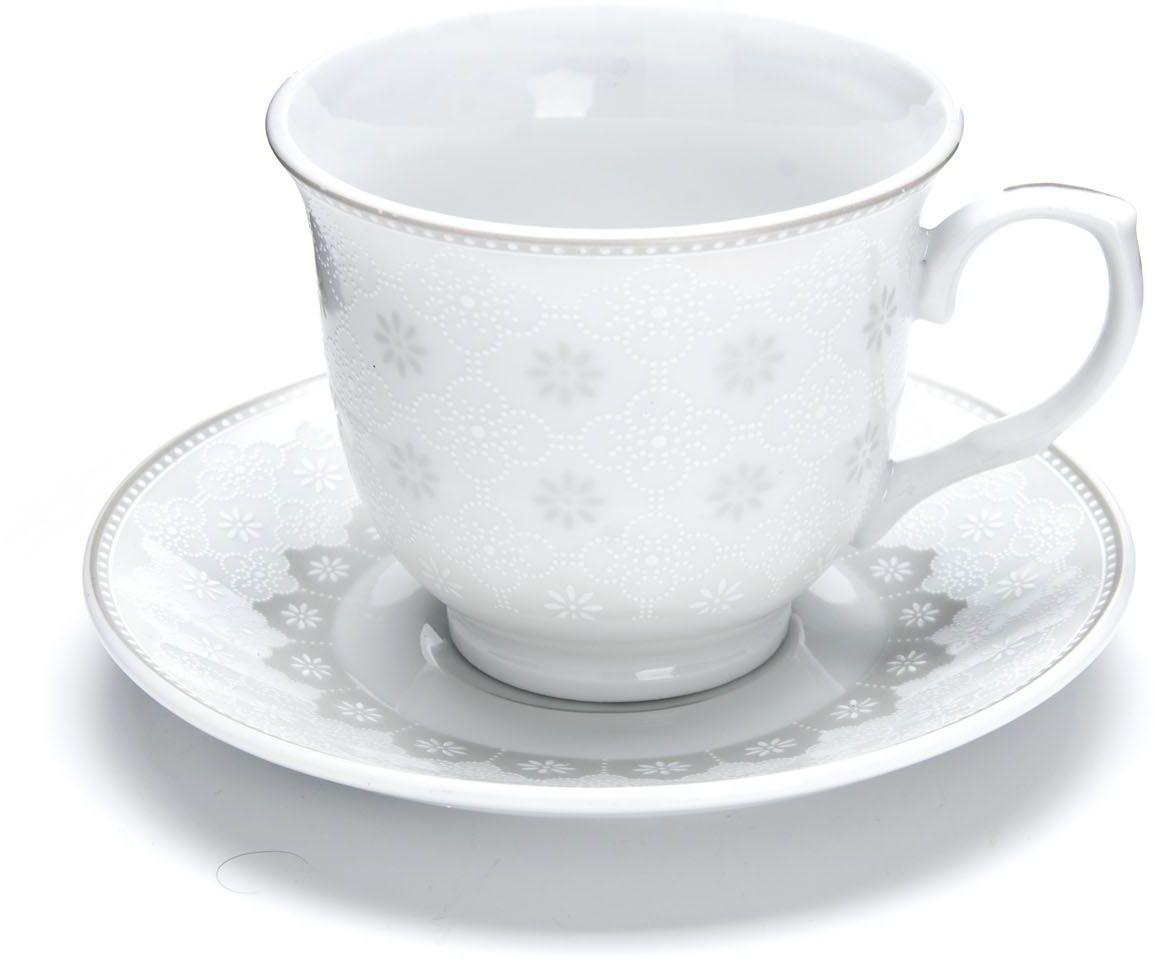 Чайный сервиз Loraine, 220 мл, подарочная упаковка. 2643326433Чайный набор Loraine на 6 персон, изготовленный из высококачественного костяного фарфора изысканного белого цвета, состоит из 6 чашек и 6 блюдец. Изделия набора украшены тонкой золотой каймой и имеют красивый и нежный дизайн. Набор придется по вкусу и ценителям классики, и тем, кто предпочитает утонченность и изысканность. Он настроит на позитивный лад и подарит хорошее настроение с самого утра. Набор упакован в подарочную упаковку. Такой чайный набор станет прекрасным украшением стола, а процесс чаепития превратится в одно удовольствие! Это замечательный выбор для подарка родным и друзьям!