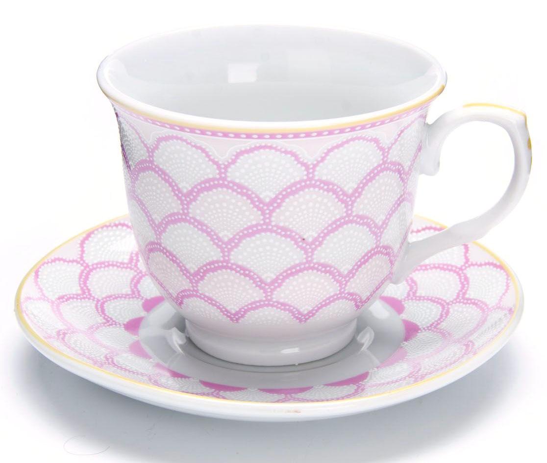 Чайный сервиз Loraine,220 мл, подарочная упаковка. 2643526435Чайный набор Loraine на 6 персон, изготовленный из высококачественного костяного фарфора изысканного белого цвета, состоит из 6 чашек и 6 блюдец. Изделия набора украшены тонкой золотой каймой и имеют красивый и нежный дизайн. Набор придется по вкусу и ценителям классики, и тем, кто предпочитает утонченность и изысканность. Он настроит на позитивный лад и подарит хорошее настроение с самого утра. Набор упакован в подарочную упаковку. Такой чайный набор станет прекрасным украшением стола, а процесс чаепития превратится в одно удовольствие! Это замечательный выбор для подарка родным и друзьям!