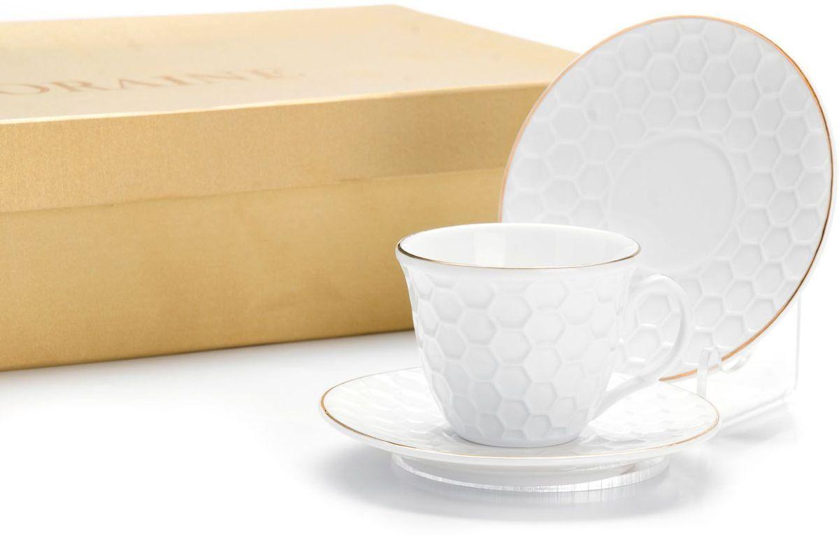 Кофейный сервиз Loraine, 80 мл, подарочная упаковка. 2650226502Кофейный набор на 6 персон Loraine выполнен из высококачественного костяного фарфора - материала безопасного для здоровья и надолго сохраняющего тепло напитка.Несмотря на свою внешнюю хрупкость, каждый из предметов набора обладает высокой прочностью и надежностью. Элегантный классический дизайн с тонкой золотой каймой делает этот кофейный набор прекрасным украшением любого стола. Набор аккуратно упакован в подарочную упаковку, поэтому его можно преподнести в качестве оригинального и практичного подарка для своих родных и самых близких. В наборе: 6 кофейных чашек, 6 блюдец. Подходит для мытья в посудомоечной машине.
