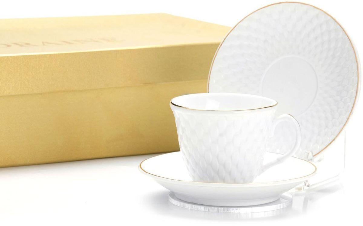 Кофейный сервиз Loraine, 80 мл, подарочная упаковка. 2650326503Кофейный набор на 6 персон Loraine выполнен из высококачественного костяного фарфора - материала безопасного для здоровья и надолго сохраняющего тепло напитка.Несмотря на свою внешнюю хрупкость, каждый из предметов набора обладает высокой прочностью и надежностью. Элегантный классический дизайн с тонкой золотой каймой делает этот кофейный набор прекрасным украшением любого стола. Набор аккуратно упакован в подарочную упаковку, поэтому его можно преподнести в качестве оригинального и практичного подарка для своих родных и самых близких. В наборе: 6 кофейных чашек, 6 блюдец. Подходит для мытья в посудомоечной машине.
