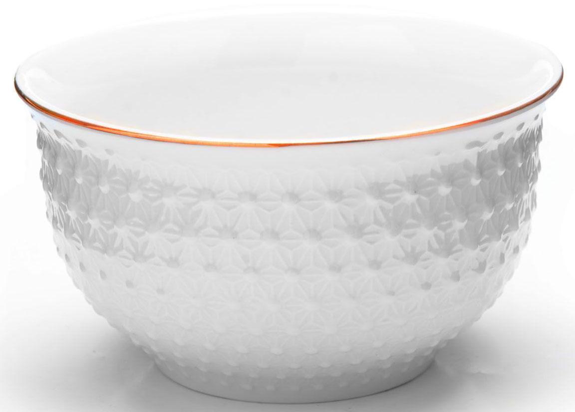 Набор салатниц Loraine, 6 предметов, 350 мл. 2650826508Набор из 6 салатниц Loraine выполнен из качественной керамики в белом цвете и украшен золотой окантовкой. В керамической посуде блюда сохраняют свои вкусовые качества, кроме того она обладает термической и химической прочностью. Благодаря оригинальному дизайну, такие супницы отлично подойдут как для ежедневного использования, так и для праздничной сервировки стола. Подходит для мытья в посудомоечной машине.