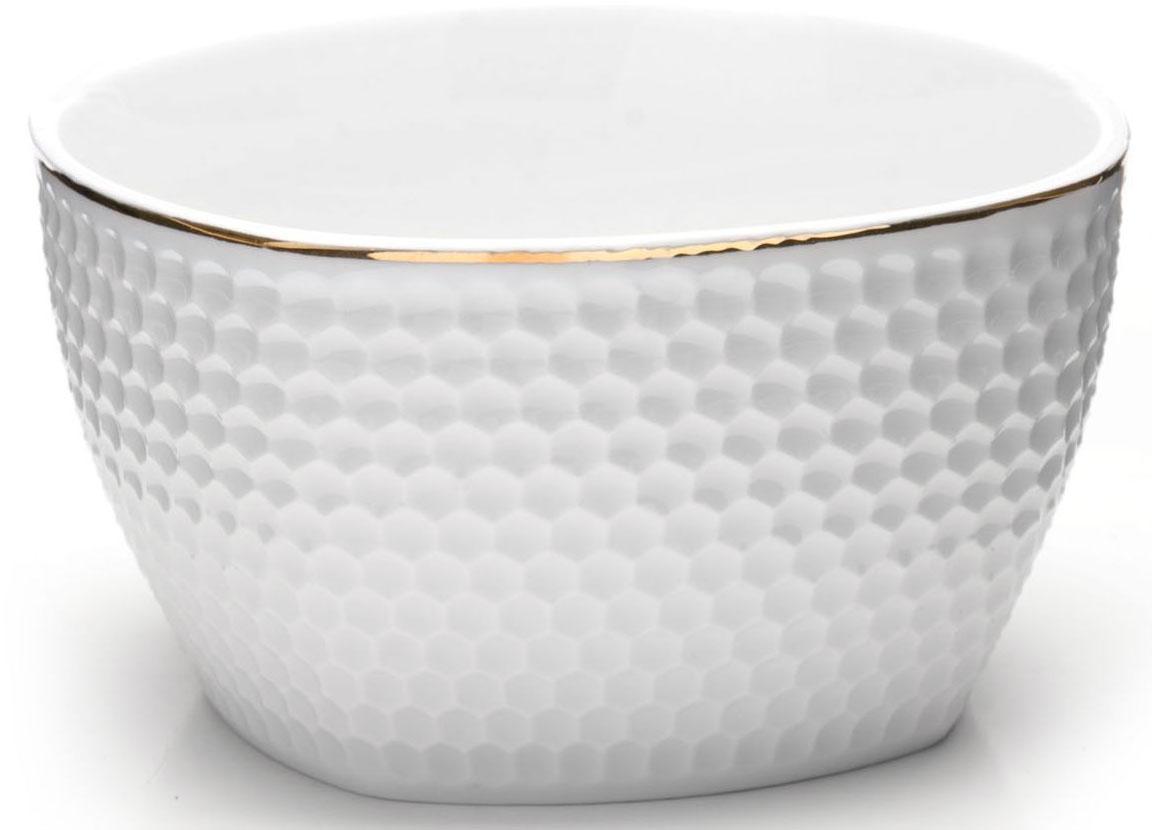 Набор салатниц Loraine, 6 предметов, 350 мл. 2651126511Набор из 6 салатниц Loraine выполнен из качественной керамики в белом цвете и украшен золотой окантовкой. В керамической посуде блюда сохраняют свои вкусовые качества, кроме того она обладает термической и химической прочностью. Благодаря оригинальному дизайну, такие супницы отлично подойдут как для ежедневного использования, так и для праздничной сервировки стола. Подходит для мытья в посудомоечной машине.