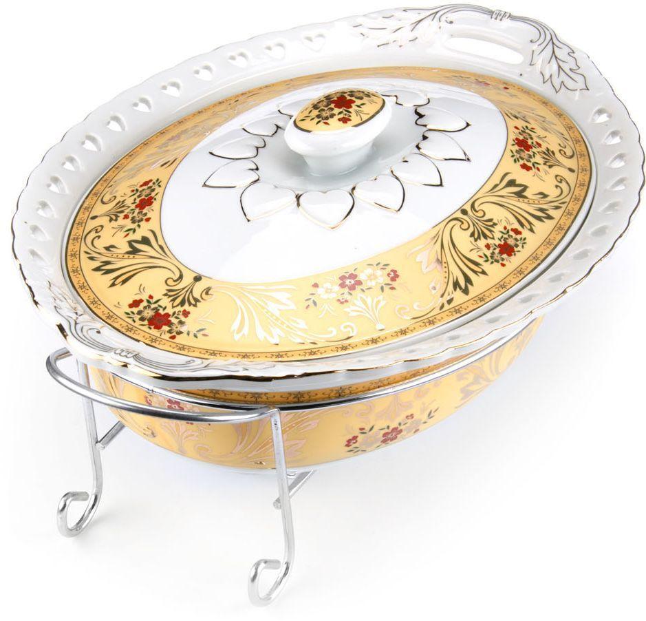 Мармит Loraine, керамика, 2,5 л, 3 предмета, со свечкой. 2653526535Мармит Loraine выполнен из керамики белого цвета, украшенной рисунком. Керамическая чаша с удобными ручками располагается на стальной подставке с двумя подсвечниками для чайных свечей (входят в комплект). Свечи, устанавливающиеся на подставке, нагревают чашу снизу, таким образом поддерживая нужную температуру приготовленного блюда. Керамическая крышка с удобной ручкой плотно прикрывает чашу сверху, в свою очередь также не давая остыть блюду. Благодаря своему элегантному дизайну, мармит с приготовленным блюдом можно сразу подавать на стол, не перекладывая еду на сервировочные тарелки. Изящный, с современным дизайном, мармит украсит любой праздничный стол, а блюда в нем будут всегда теплыми и ароматными. Керамическая чаша (без подставки) подходит для использования в духовом шкафу и микроволновой печи. Подходит для мытья в посудомоечной машине. Подходит для хранения в холодильнике.