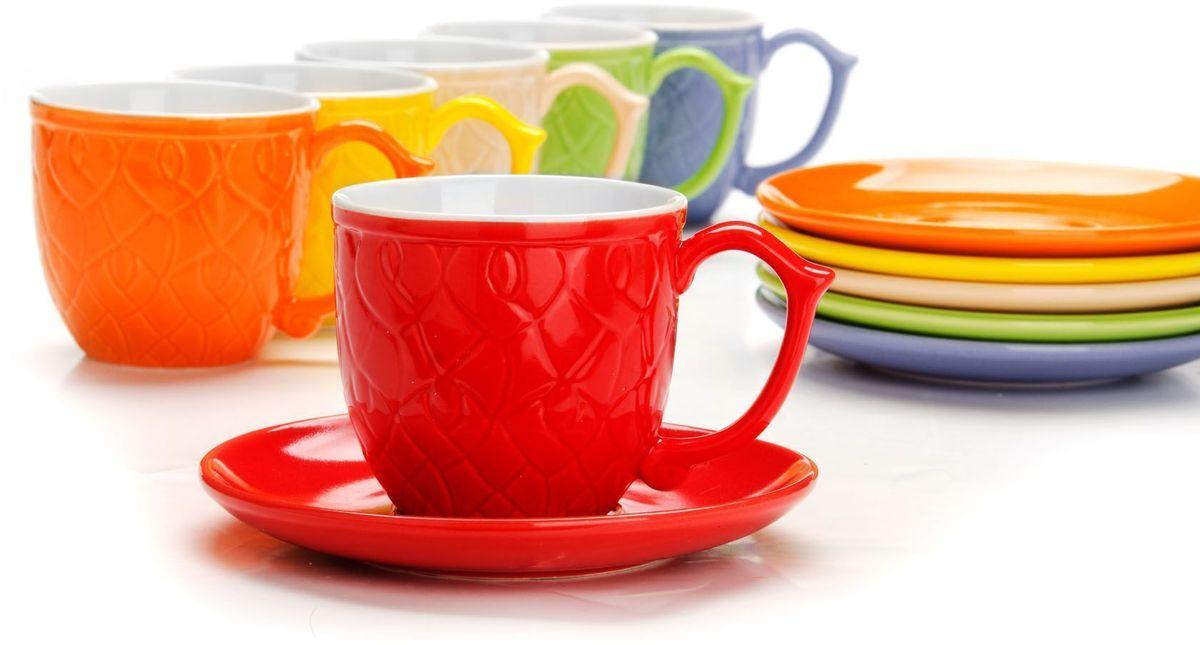Чайный сервиз Loraine, 240 мл, подарочная упаковка. 2655326553Чайный набор Loraine на 6 персон, выполненный из качественной цветной керамики, состоит из 6 чашек и 6 блюдец. Цвет изделий: фиолетовый, кремовый, зеленый, красный, желтый, оранжевый. Изящный дизайн и красочность оформления придутся по вкусу и ценителям классики, и тем, кто предпочитает утонченность и изысканность. Чайный набор - идеальный и необходимый подарок для вашего дома и для ваших друзей в праздники, юбилеи и торжества! Набор настроит на позитивный лад и подарит хорошее настроение с самого утра! Чайный набор упакован в индивидуальную коробку.