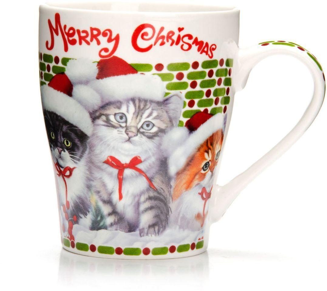 Кружка Loraine Christmas, 340 мл, подарочная упаковка. 26563-226563-2Кружка Loraine, выполненная из костяного фарфора и украшенная ярким рисунком, станет красивым и полезным подарком для ваших родных и близких. Дизайн изделия придется по вкусу и ценителям классики, и тем, кто предпочитает утонченность и изысканность. Кружка Loraine настроит на позитивный лад и подарит хорошее настроение с самого утра. Изделие пригодно для использования в микроволновой печи и холодильника. Подходит для мытья в посудомоечной машине.
