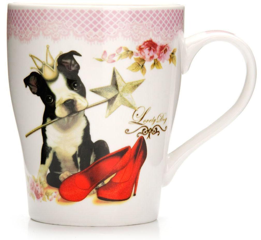 Кружка Loraine Собака, 340 мл, подарочная упаковка. 26568-126568-1Кружка Loraine, выполненная из костяного фарфора и украшенная ярким рисунком, станет красивым и полезным подарком для ваших родных и близких. Дизайн изделия придется по вкусу и ценителям классики, и тем, кто предпочитает утонченность и изысканность. Кружка Loraine настроит на позитивный лад и подарит хорошее настроение с самого утра. Изделие пригодно для использования в микроволновой печи и холодильника. Подходит для мытья в посудомоечной машине.