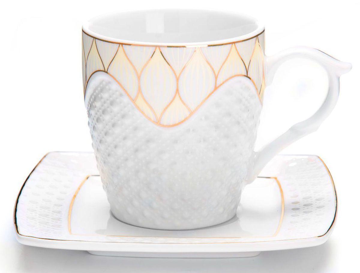Чайный сервиз Loraine, 200 мл, подарочная упаковка. 2683226832Чайный набор Loraine на 6 персон, изготовленный из высококачественной керамики изысканного белого цвета, состоит из 6 чашек и 6 блюдец. Изделия набора украшены тонкой золотой каймой и имеют красивый и нежный дизайн. Набор придется по вкусу и ценителям классики, и тем, кто предпочитает утонченность и изысканность. Он настроит на позитивный лад и подарит хорошее настроение с самого утра. Набор упакован в подарочную упаковку. Такой чайный набор станет прекрасным украшением стола, а процесс чаепития превратится в одно удовольствие! Это замечательный выбор для подарка родным и друзьям!