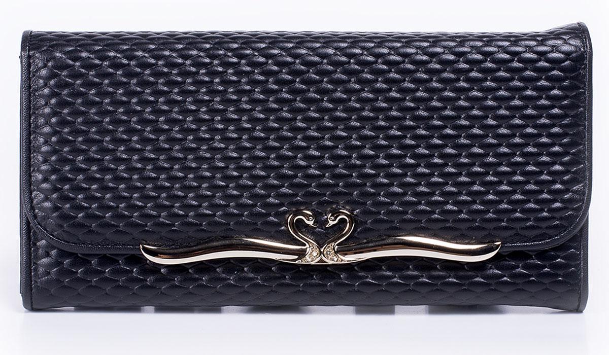 Портмоне женское Bettydano, цвет: черный. B2321100052-S9B2321100052-S9Стильное женское портмоне Bettydano выполнено из натуральной кожи и оформлено декоративным тиснением. Портмоне закрывается на кнопку и клапан, оформленный декоративным элементом. Внутри модель имеет одно отделение для купюр, разделенное пополам карманом средником на застежке-молнии, карман для мелких бумаг и горизонтальные кармашки для визиток и пластиковых карт. Оригинальный дизайн портмоне не оставит равнодушной ни одну представительницу прекрасной половины человечества.