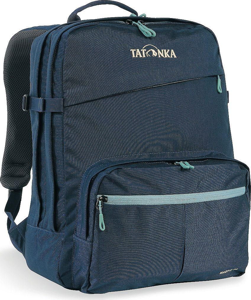 Рюкзак городской Tatonka Magpie, для учебы и работы, цвет: темно-синий, 24 л1617.004Magpie - городской рюкзак для учебы или работы, оснащен двумя отделенями и специальным плотным отделением для ноутбука 15,4 дюйма. Спереди расположен накладной карман с органайзером. Спинка рюкзака плотная - Padded Back. Лямки мягкие засчет мягких вставок. Рюкзак выполнен из ткани Cordura, прочной и износостойкой. Преимущества и особенности:Система подвески Padded Back Эргономичные плечевые лямки Нагруднй ремень регулируется по высоте и ширине Возможность крепления поясного ремня Компрессионные стропы Ручка для переноски Два основных отделения Уплотненное дно Передний карман с органайзером и карманом для смартфона Отделение для ноутбука (не у дна) Держатель для ключей