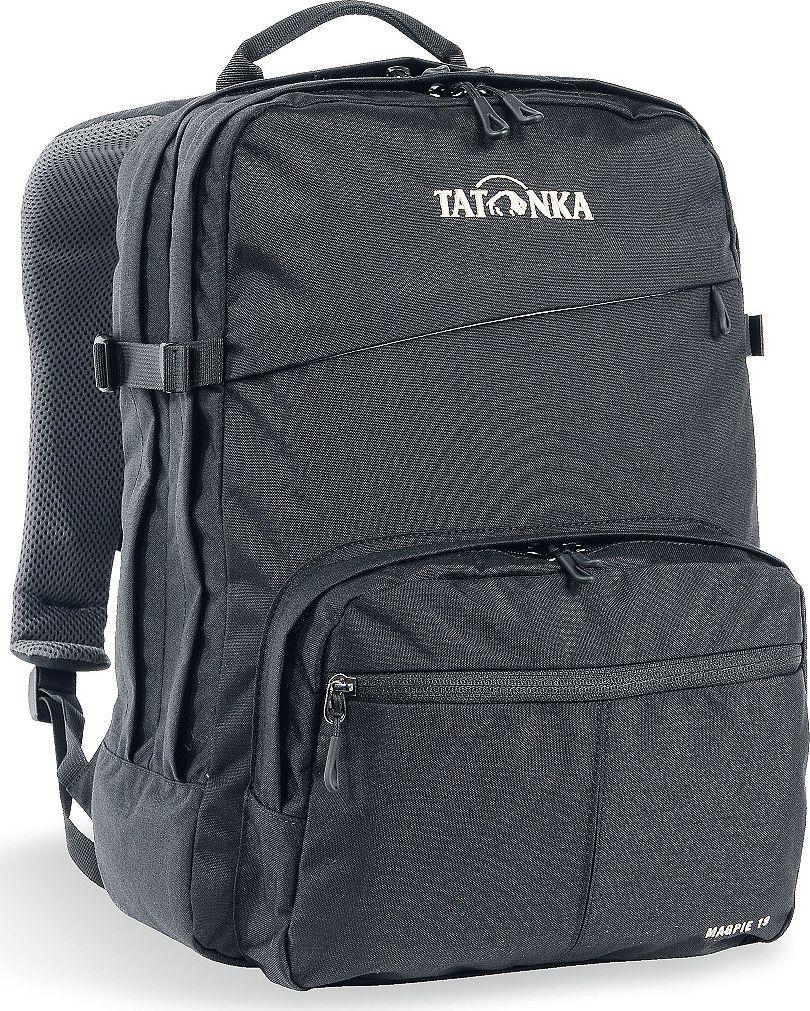Рюкзак городской Tatonka Magpie, для учебы и работы, цвет: черный, 19 л1625.040Magpie - городской рюкзак для учебы или работы, оснащен двумя отделенями и специальным плотным отделением для ноутбука 15,4 дюйма. Спереди расположен накладной карман с органайзером. Спинка рюкзака плотная - Padded Back. Лямки мягкие засчет мягких вставок. Рюкзак выполнен из ткани Cordura, прочной и износостойкой. Преимущества и особенности:Система подвески Padded Back Эргономичные плечевые лямки Нагруднй ремень регулируется по высоте и ширине Возможность крепления поясного ремня Компрессионные стропы Ручка для переноски Два основных отделения Уплотненное дно Передний карман с органайзером и карманом для смартфона Отделение для ноутбука (не у дна) Держатель для ключей