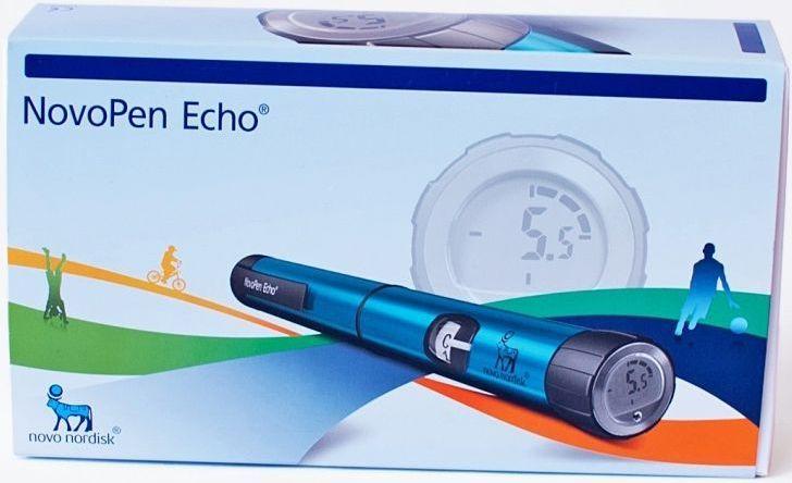 Шприц-ручка NovoPen Echo1239Инсулиновая шприц-ручка НовоПен Эхо (NovoPen Echo) - механическая шприц-ручка фирмы Novo Nordisk (Ново Нордиск) с дисплеем, показывающим набранную дозу изапоминающая последнюю дозу инсулина и ее время. Шаг ручки всего пол-единицы (0,5 ед.) инсулина благодаря чему она рекомендуется к применению у детей и взрослых с потребностью в малых дозах инсулина. Позволяет вводить инсулин дозой от 0,5 единиц до 30 единиц с шагом в пол единицы. Особенности: NovoPen Эхо предназначена для использования только с инсулинами фирмы Novo Nordisk в картриджах по 3 мл. инсулина. Уникальный Дисплей памяти отображающий дозу инсулина и время прошедшее с последней инъекции. Минимальный шаг набора дозы инсулина - 0,5 ед. Вы можете установить нужную дозу с точностью до 1/2 единицы. Максимальная доза за один набор - 30 ед. Визуальный и звуковой контроль при наборе каждой единицы инсулина Возможность отмены набранной дозы Внимание! Совместимость шприц-ручки с...