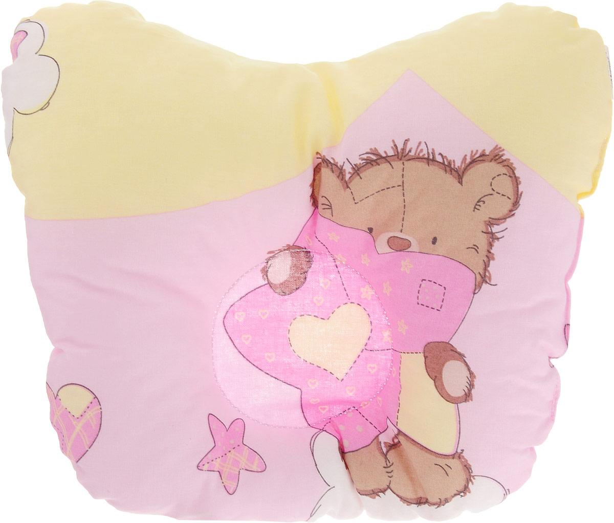 Сонный гномик Подушка анатомическая для младенцев Мишка 27 х 20 см555А/желтый, розовыйАнатомическая подушка для младенцев Сонный гномик Мишка изготовлена из бязи - 100% хлопка. Наполнитель - синтепон в гранулах (100% полиэстер). Подушка компактна и удобна для пеленания малыша и кормления на руках, она также незаменима для сна ребенка в кроватке и комфортна для использования в коляске на прогулке. Углубление в подушке фиксирует правильное положение головы ребенка. Подушка помогает правильному формированию шейного отдела позвоночника.