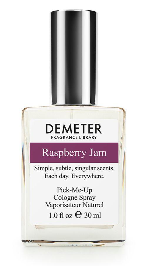 Demeter Fragrance Library Духи-спрей Малиновый джем (Raspberry Jam), женские, 30 млDM14337Многие бабушки остались бы очень довольны этим ароматом, а они как никто другой разбираются в сладкой теме. Скептики утверждают, что, в отличие от настоящего малинового, нашим вареньем лечиться нельзя. Оптимисты заявляют, что Raspberry Jam лечит: хандру, скуку, плохое настроение и воспаление вредности. Из побочных действий наблюдаются: приток сил, доброкачественные образования улыбок, ямочки на щеках и активная ветреность в мыслях. Принимать обильно, на себя, во время пиковых состояний восторга - пшикать еще и еще. Способ применения: нанести на сухую, чистую кожу. На точки пульса, волосы, одежду. Духи считаются самым изысканным видом парфюмерной продукции и содержат самый большой процент ароматической композиции (от 15% до 30% и более), растворенной в очень чистом спирте (96% об.). Высокое содержание экстракта обеспечивает духам большую стойкость и силу по сравнению с другими видами парфюмерных товаров. Всего лишь пары капель достаточно для того, чтобы запах...