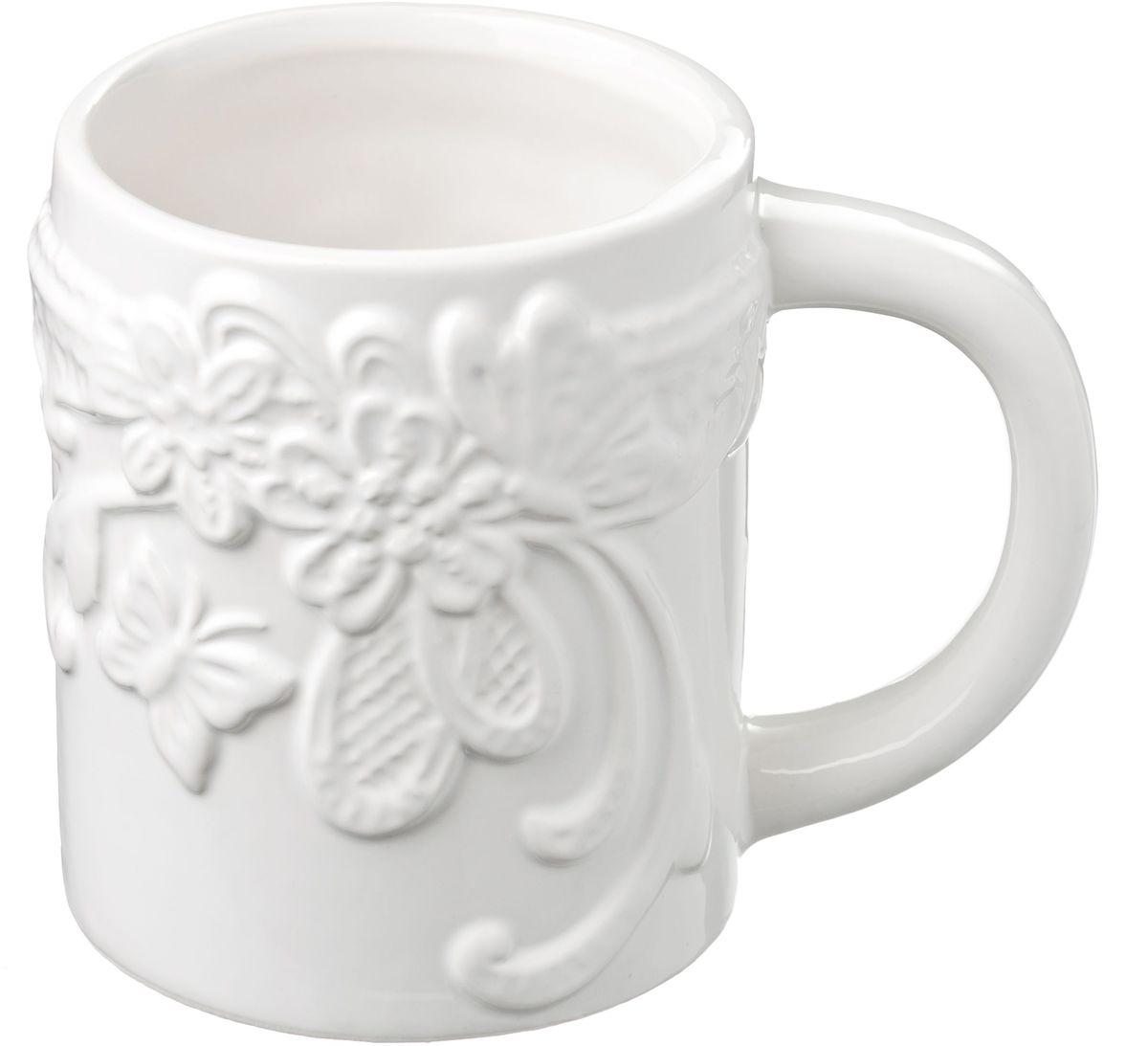 Кружка Vetta Бабочка, 450 мл824787Кружка Бабочки, выполненная из высококачественной керамики, украшена рельефным рисунком в виде узоров, бабочек и цветов. Изделие оснащено удобной ручкой. Кружка сочетает в себе оригинальный дизайн и функциональность. Благодаря такой кружке пить напитки будет еще вкуснее.