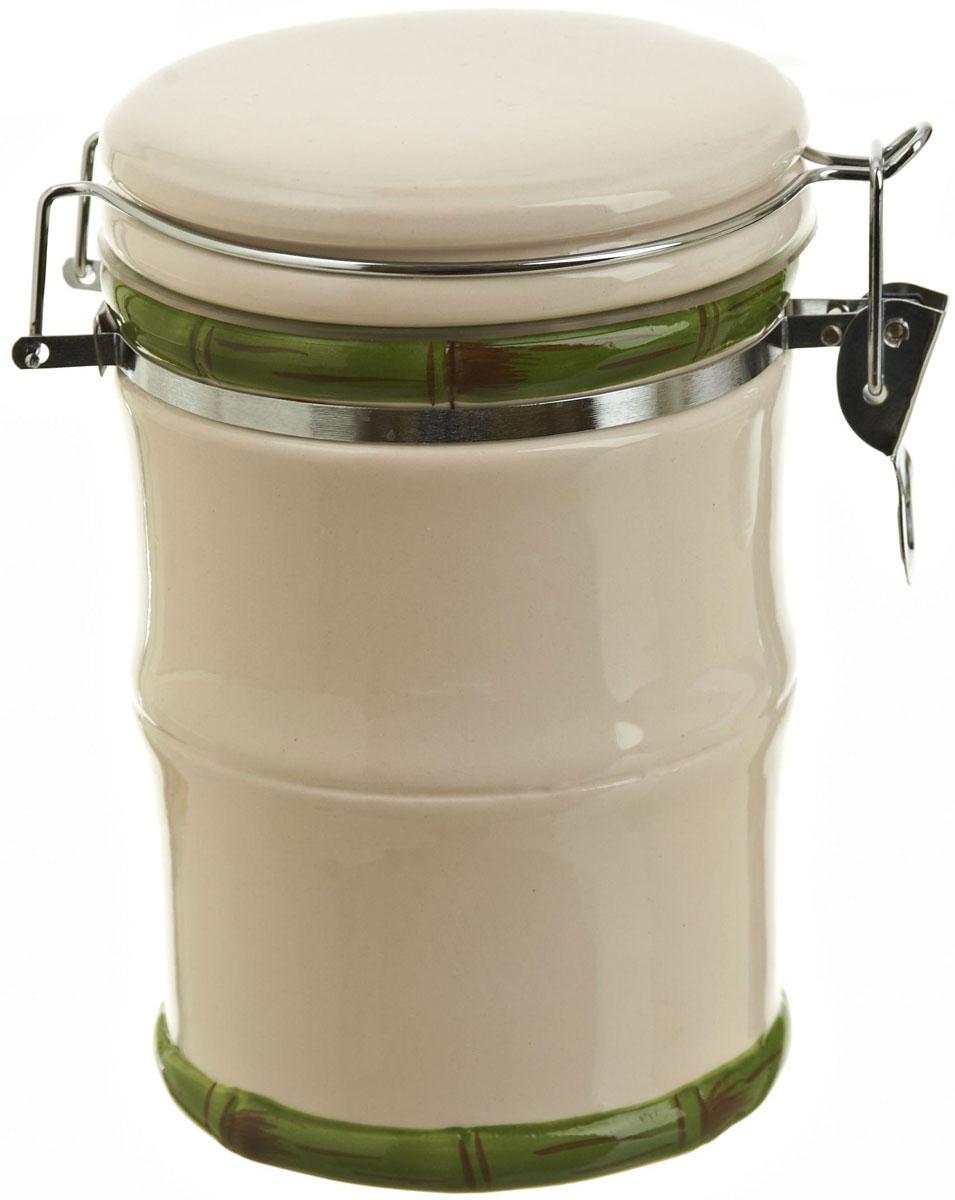 Банка для сыпучих продуктов Polystar Nature Design, 750 млL0200084Банка для сыпучих продуктов Nature Design изготовлена из прочной керамики, закрывается крышкой. Изделие оригинальной формы в виде бамбука. Банка прекрасно подойдет для хранения различных сыпучих продуктов: чая, кофе, сахара, круп и многого другого. Благодаря силиконовой прослойке и бугельному замку, крышка герметично закрывается, что позволяет дольше сохранять продукты свежими. Изящная емкость не только поможет хранить разнообразные сыпучие продукты, но и стильно дополнит интерьер кухни.
