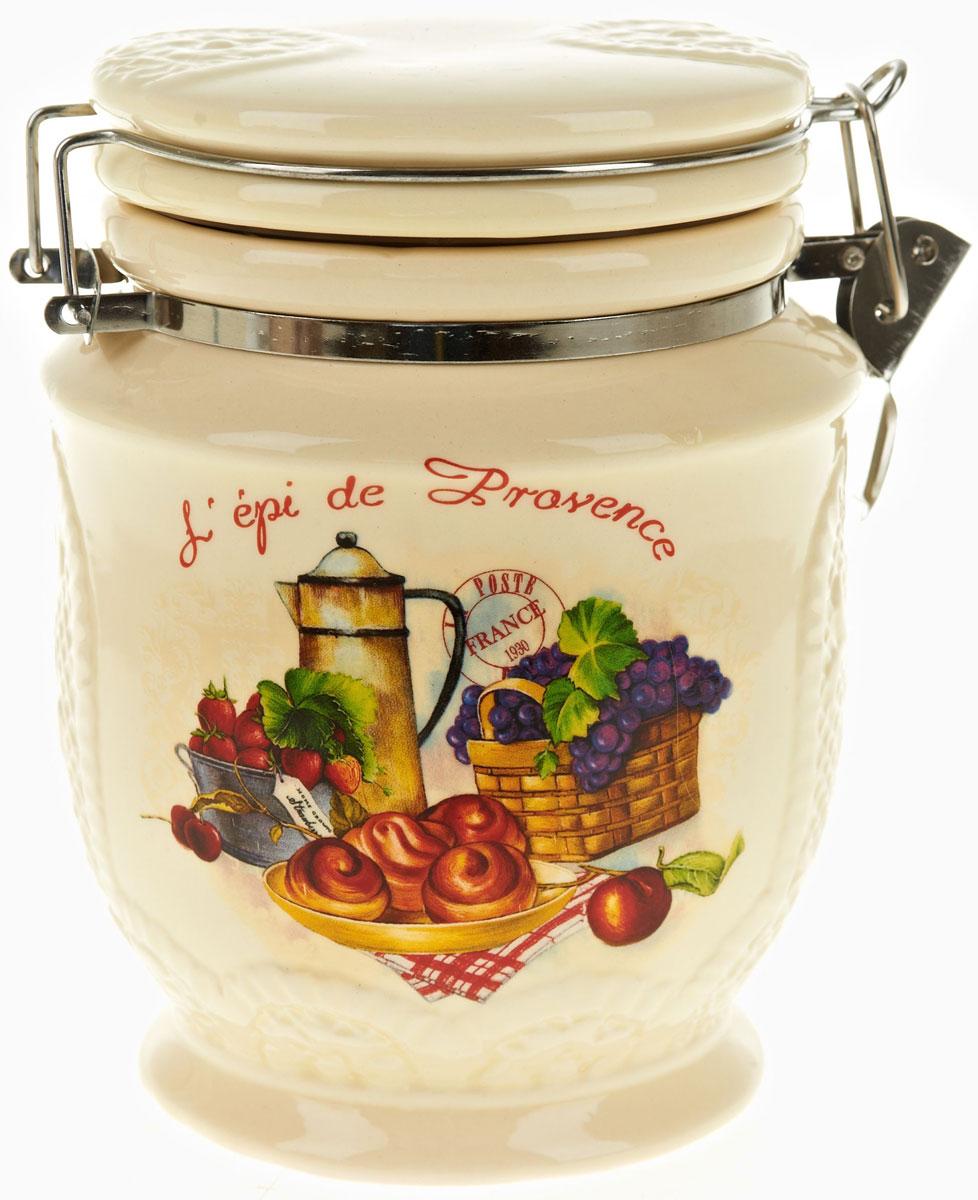 Банка для сыпучих продуктов Polystar French Breakfast, 840 млL0200155Банка для сыпучих продуктов French breakfast изготовлена из прочной керамики, закрывается крышкой. Банка оригинальной формы, прекрасно подойдет для хранения различных сыпучих продуктов: чая, кофе, сахара, круп и многого другого. Благодаря силиконовой прослойке и бугельному замку, крышка герметично закрывается, что позволяет дольше сохранять продукты свежими. Изящная емкость не только поможет хранить разнообразные сыпучие продукты, но и стильно дополнит интерьер кухни.