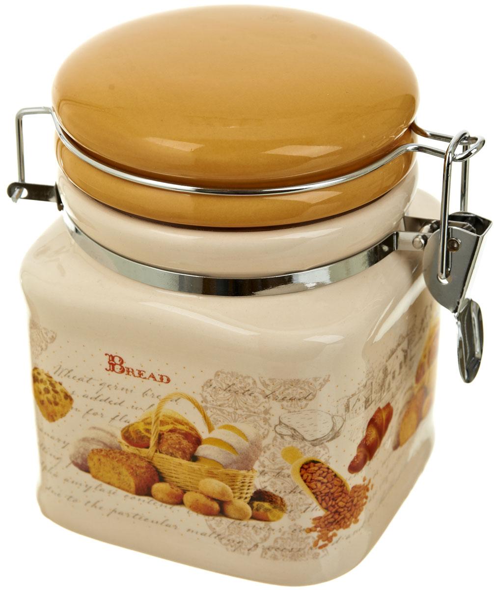 Банка для сыпучих продуктов Polystar Хлеб, 500 млL1581915Банка для сыпучих продуктов Хлеб изготовлена из прочной керамики, закрывается крышкой. Банка прекрасно подойдет для хранения различных сыпучих продуктов: чая, кофе, сахара, круп и многого другого. Благодаря силиконовой прослойке и бугельному замку, крышка герметично закрывается, что позволяет дольше сохранять продукты свежими. Изящная емкость не только поможет хранить разнообразные сыпучие продукты, но и стильно дополнит интерьер кухни.