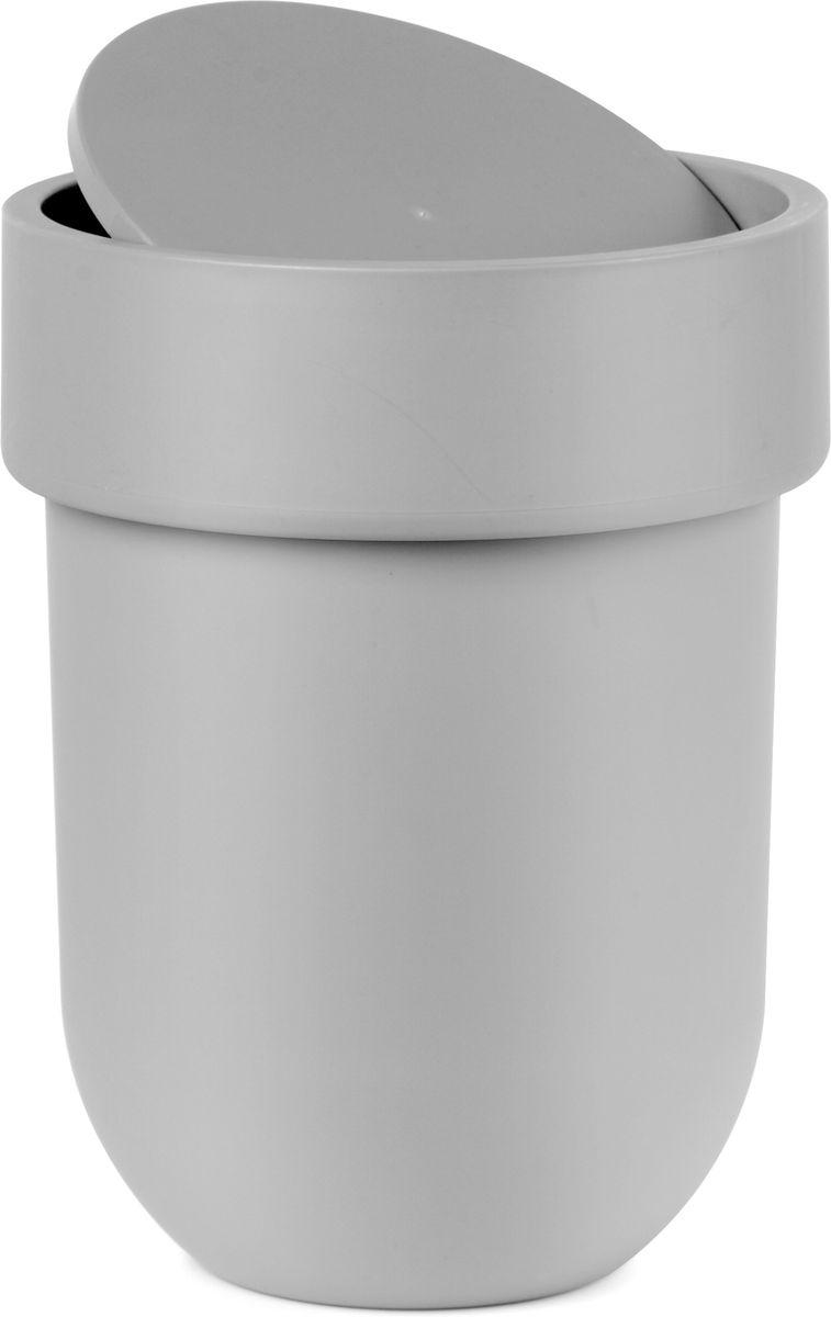 Контейнер мусорный Umbra Touch, с крышкой, цвет: серый, 25,4 х 19 х 19 см023269-918Как много всего ненужного можно обнаружить на столе: скомканные бумаги для заметок, упаковки от шоколадок, старые скрепки и скобы для степлера. Отправьте весь этот хлам в мусорное ведро, чтобы сделать жизнь чище и упорядоченнее. Лаконичный и простой контейнер Touch не займет много места и будет прилежно исполнять свои обязанности по накоплению мусора.