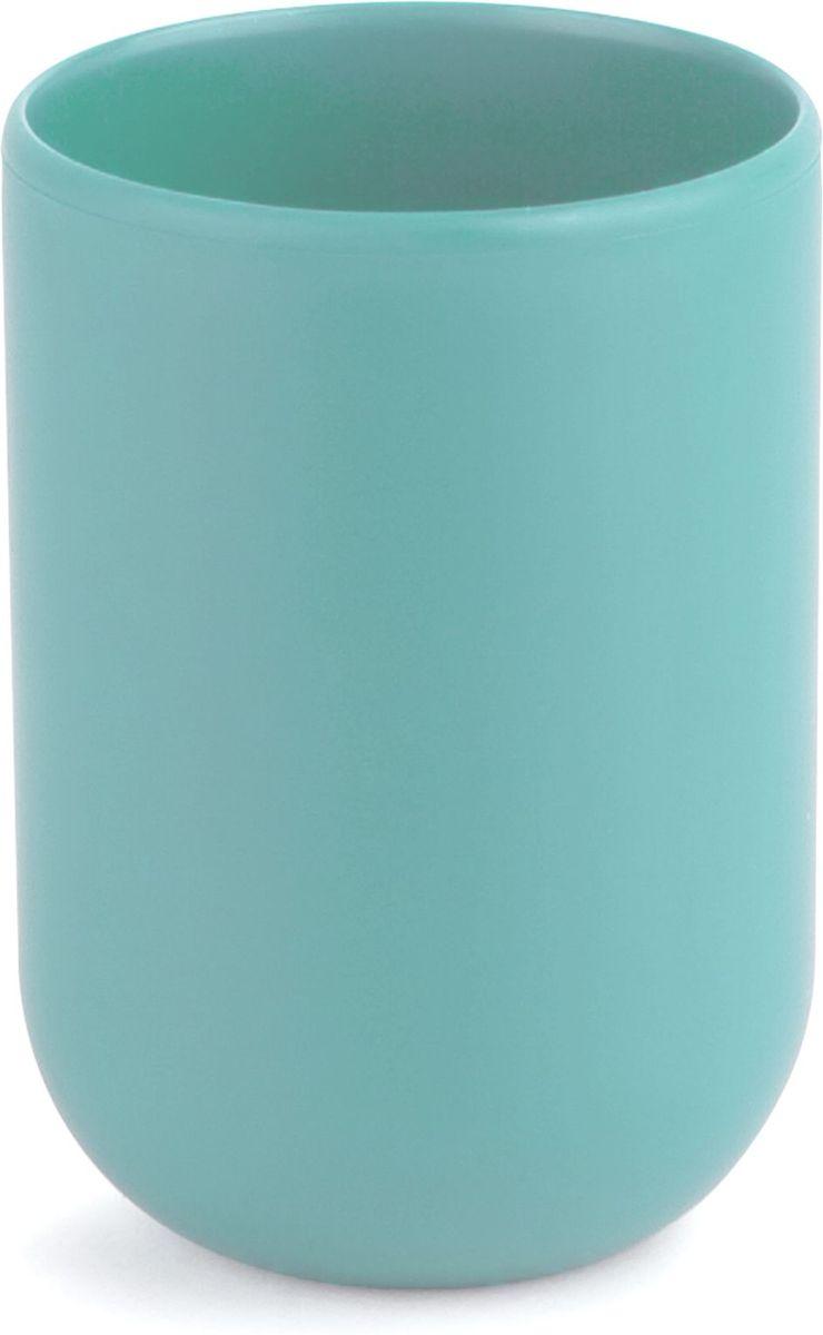 Стакан для ванной Umbra Touch, цвет: морская волна, 10 х 7 х 7 см023270-276Стакан для ванной - это тот маленький, почти незаметный, но очень важный предмет, который мы используем ежедневно для полоскания рта или даже просто как подставку для щеток. Он нужен всем и всегда, это бесспорно. Но как насчет дизайна? В Umbra уверены: такой простой и ежедневно используемый предмет должен выглядеть лаконично и необычно. Ведь в небольшой ванной комнате не должно быть ничего вызывающе яркого. Немного экспериментировав с формой, дизайнеры создали стакан Touch, который придется кстати в любом доме! Выполнен из приятного на ощупь пластика, удобно держать в руках.