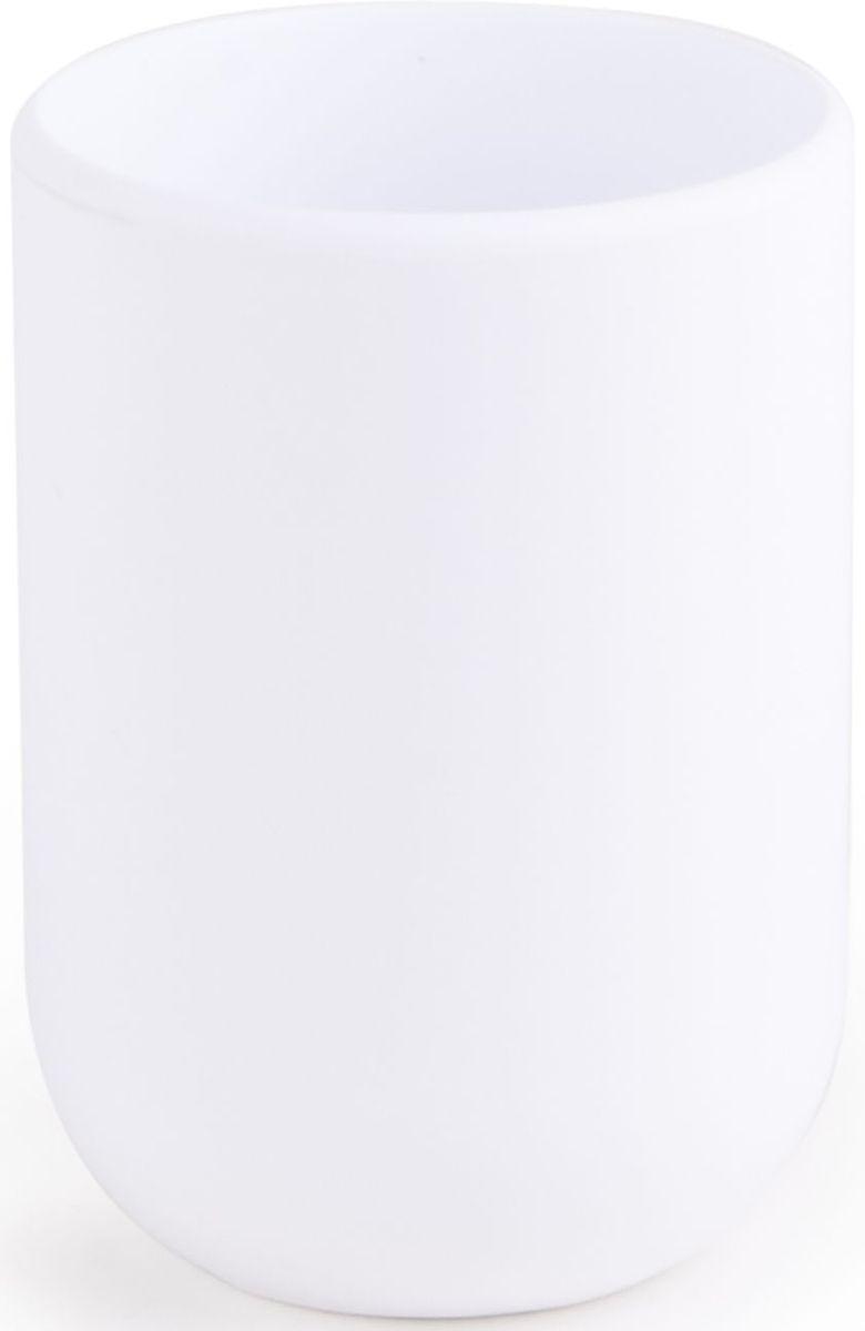 Стакан для ванной Umbra Touch, цвет: белый, 10 х 19,1 х 7 см023270-660Стакан для ванной - это тот маленький, почти незаметный, но очень важный предмет, который мы используем ежедневно для полоскания рта или даже просто как подставку для щеток. Он нужен всем и всегда, это бесспорно. Но как насчет дизайна? В Umbra уверены: такой простой и ежедневно используемый предмет должен выглядеть лаконично и необычно. Ведь в небольшой ванной комнате не должно быть ничего вызывающе яркого. Немного экспериментировав с формой, дизайнеры создали стакан Touch, который придется кстати в любом доме! Выполнен из приятного на ощупь пластика, удобно держать в руках.