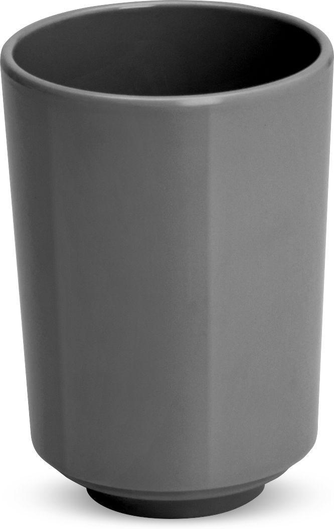 Стакан для ванной Umbra Step, цвет: темно-серый, 7,5 х 7,5 х 10,5 см023835-149Step – коллекция минималистичных и функциональных предметов, изготовленных из меламина. Простой небьющийся стакан можно использовать для хранения зубных щеток или для полоскания при чистке зубов. Дизайн: Tom Chung