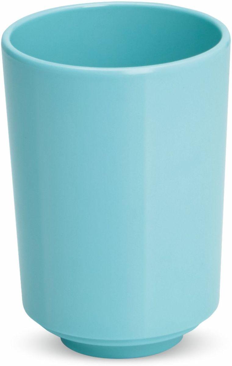 Стакан для ванной Umbra Step, цвет: морская волна, 10 х 8,3 х 8,3 см023835-276Стакан для ванной - это тот маленький, почти незаметный, но очень важный предмет, который мы используем ежедневно для полоскания рта или даже просто как подставку для щеток. Он нужен всем и всегда, это бесспорно. Но как насчет дизайна? В Umbra уверены: такой простой и ежедневно используемый предмет должен выглядеть лаконично и необычно. Ведь в небольшой ванной комнате не должно быть ничего вызывающе яркого. Немного экспериментировав с формой, дизайнеры создали стакан Step, который придется кстати в любом доме!